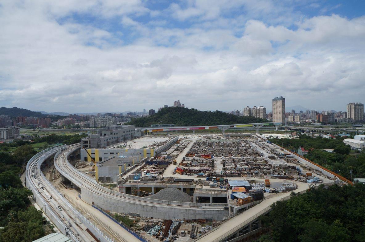 中央新村北側鄰近新北三環三線 都市機能良好。攝影/劉羽恒