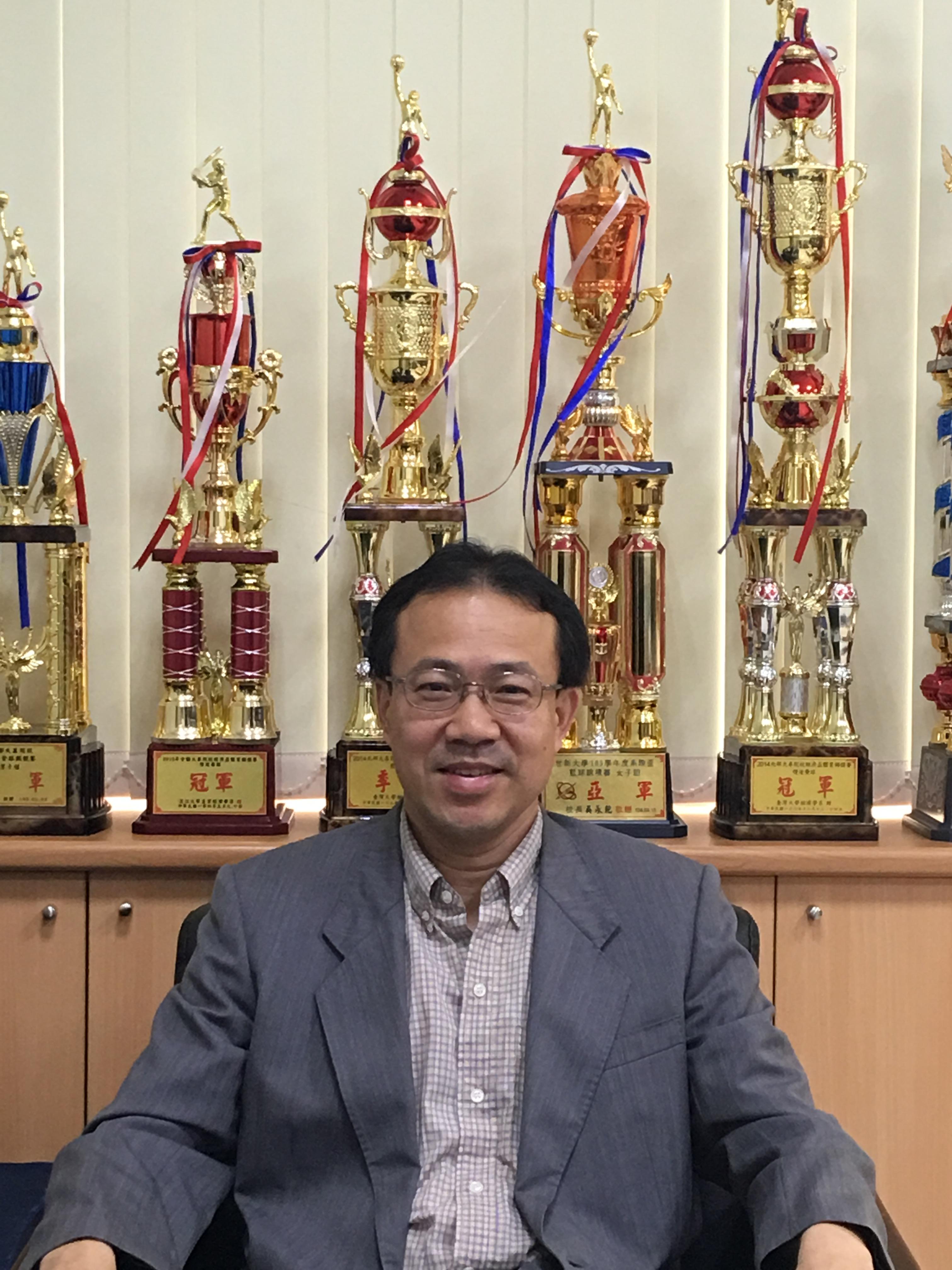 世新大學經濟學系教授兼主任陳世能博士:台北市就業機會多,收入也比中南部來得高,因此台北民眾生活開銷大實屬正常現象。 圖/受訪者提供