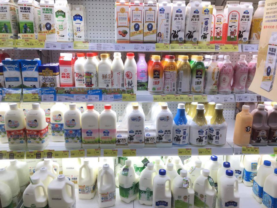 生乳經層層關卡才能成為鮮乳在架上販售(攝影/蔡旻蓉)