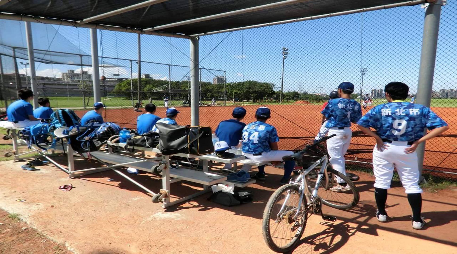 假日時,球隊會在中正橋下的球場練球。照片/永平高中棒球隊提供