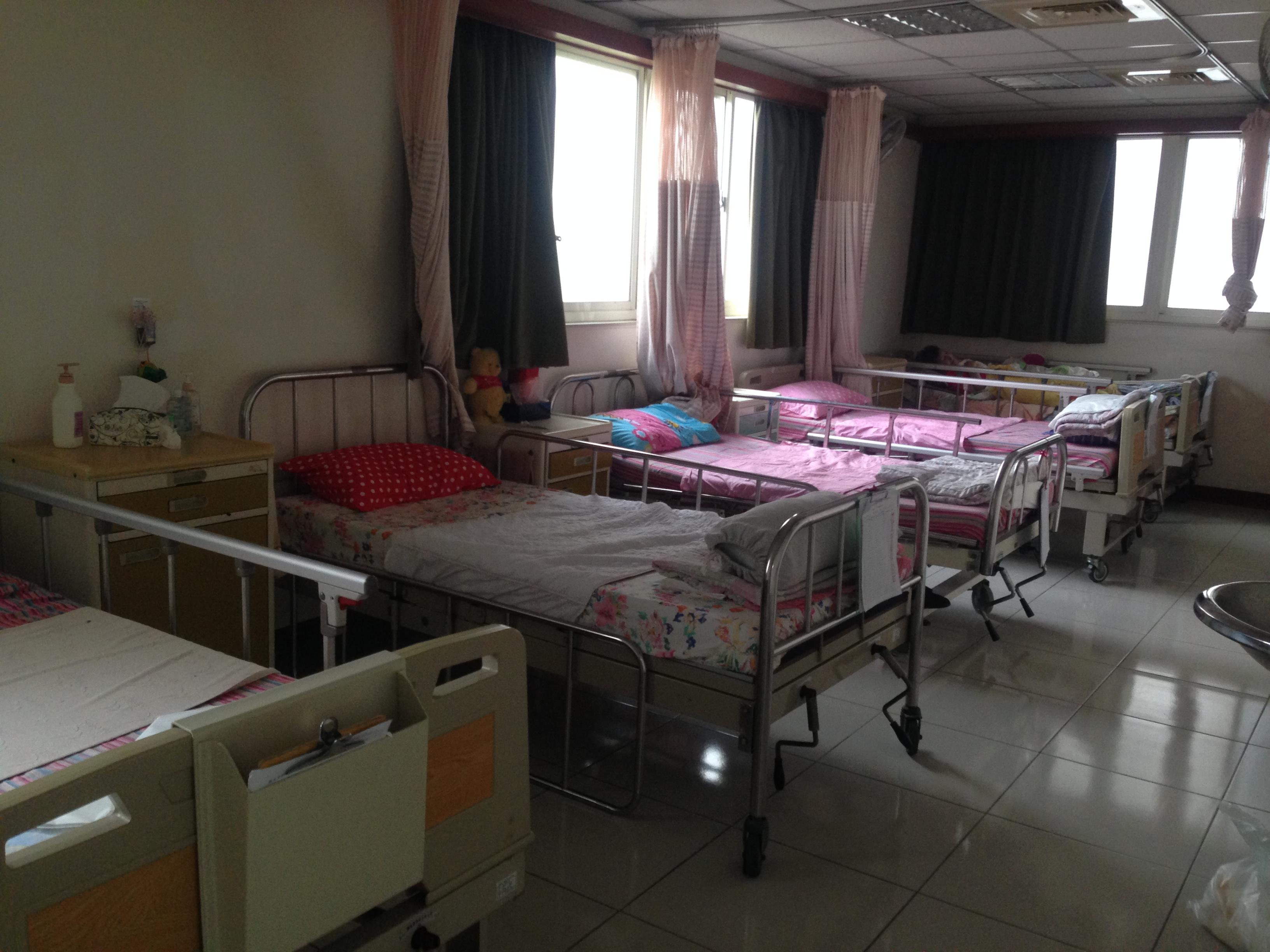 能依護理人員的人數,對收容老人的床數做增減。(攝影/許毓珊)