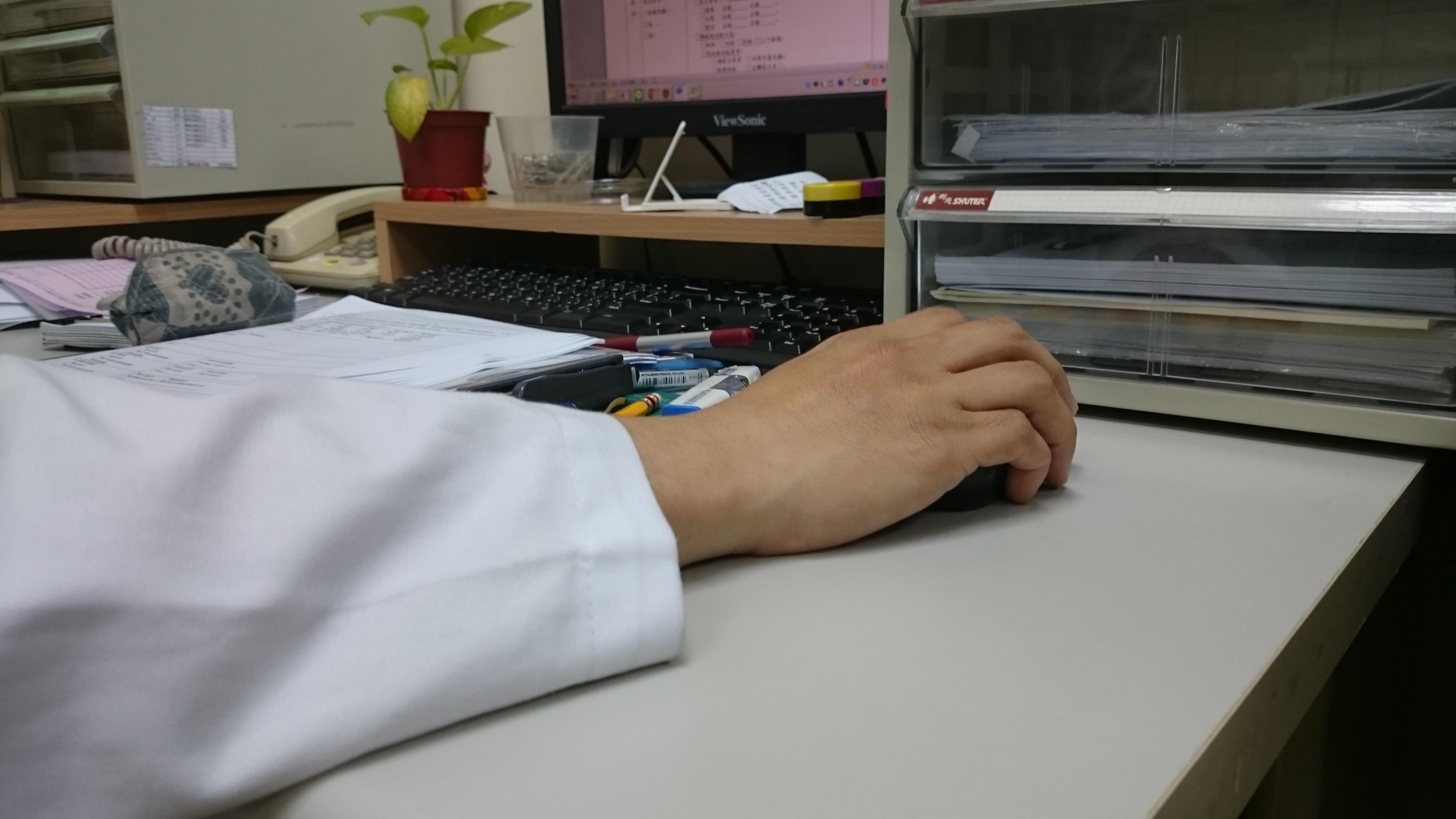 無線滑鼠使手腕能活動空間增加(攝影/廖翊軒)