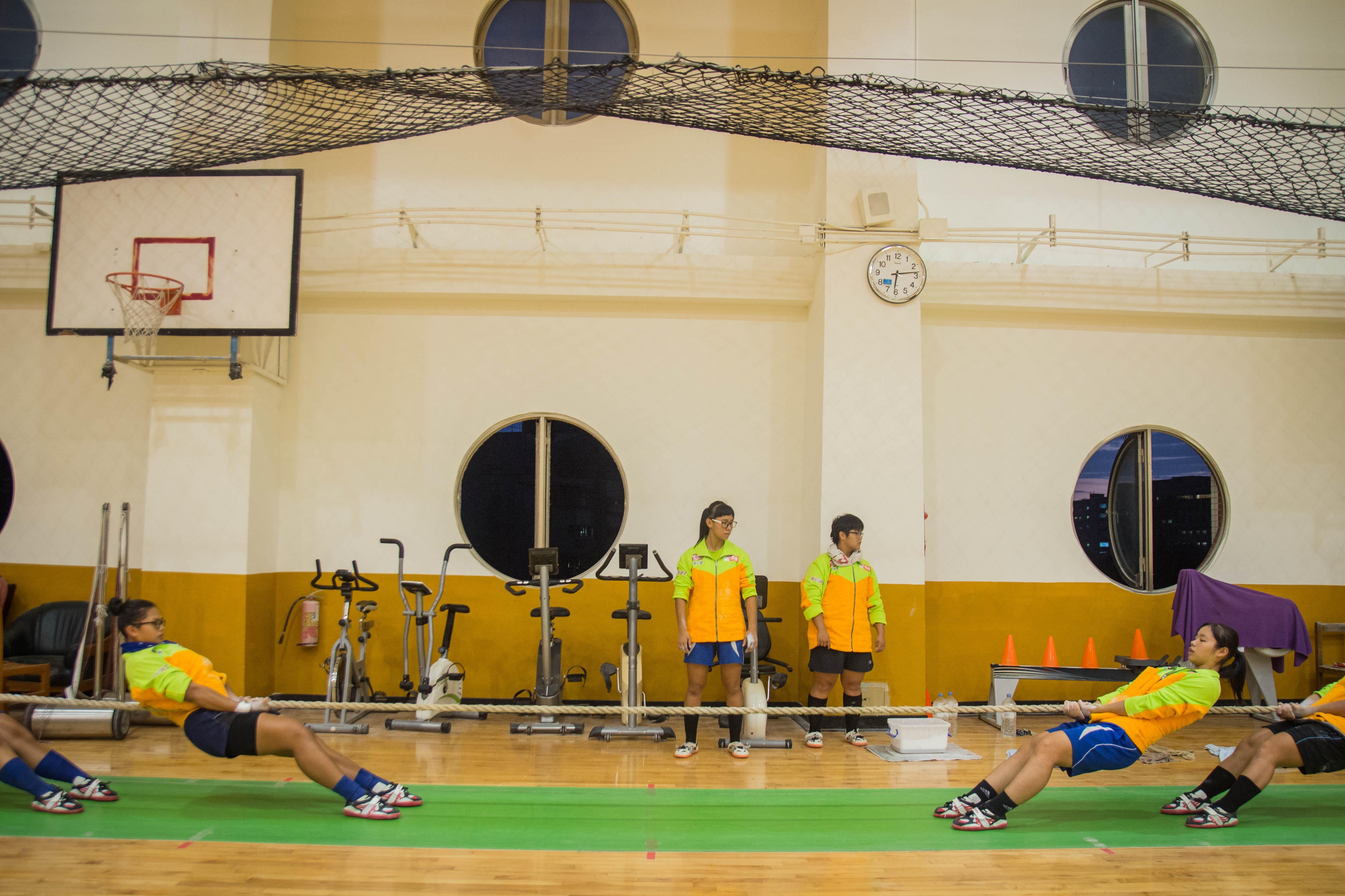 拔河隊首重團隊合作,耐力拉拔更是每天練習不可或缺的環節。