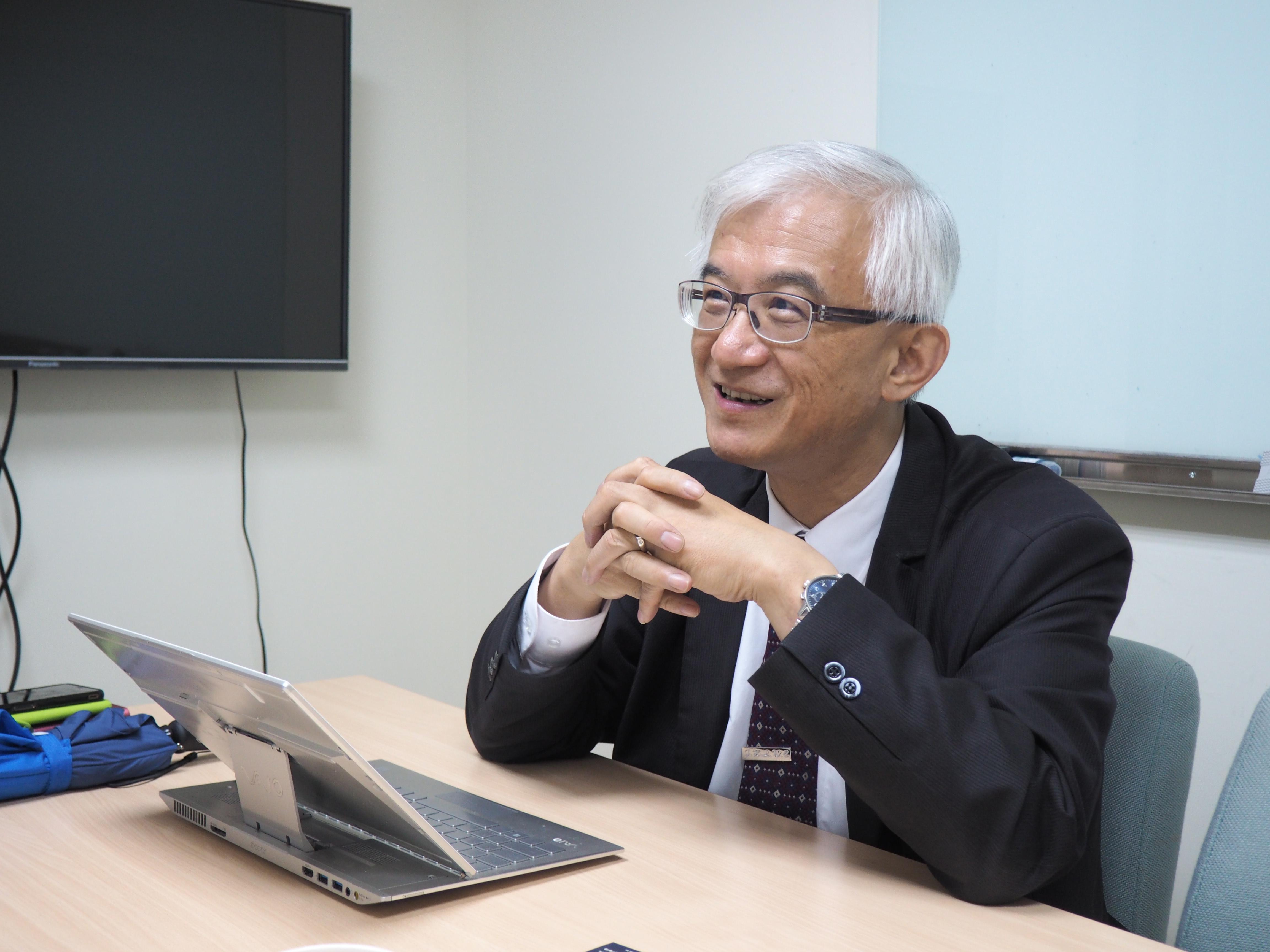謝邦昌解釋電腦人工智慧的發展。
