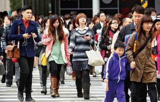 物價飛漲對月入二、三萬元的「青貧族」、「窮忙族」衝擊最大。 圖/取自網絡