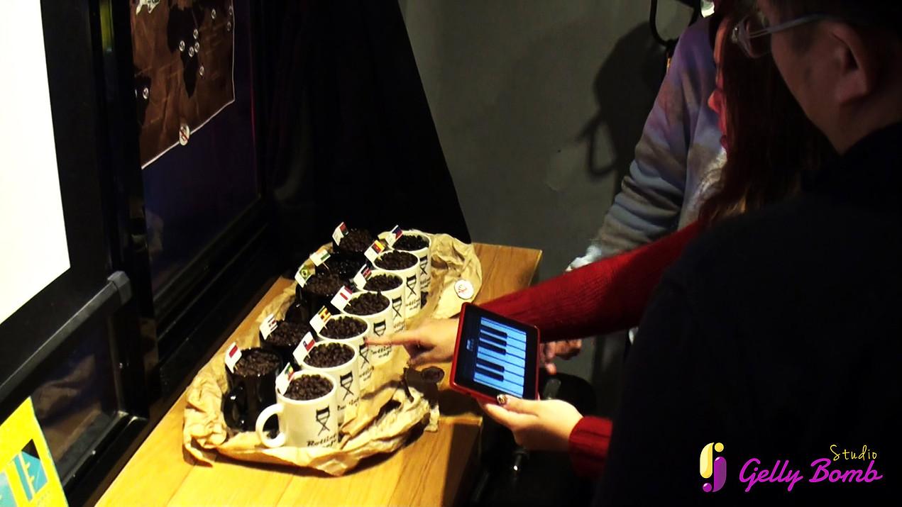 接力棒工作室開發的AR擴增實境遊戲《昨日的艾莉若》非常受餐廳及咖啡廳歡迎,遊戲進駐的咖啡廳營業額成長了50_,預期能帶動旅遊業發展。