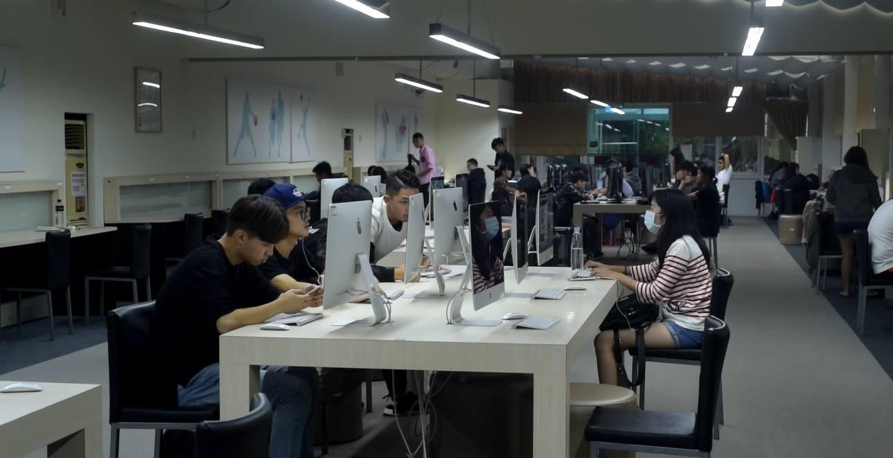 世新大學電算中心主任邱孟佑指出,智慧城市成功的關鍵在於網路寬頻充足。攝影/邱曉昱