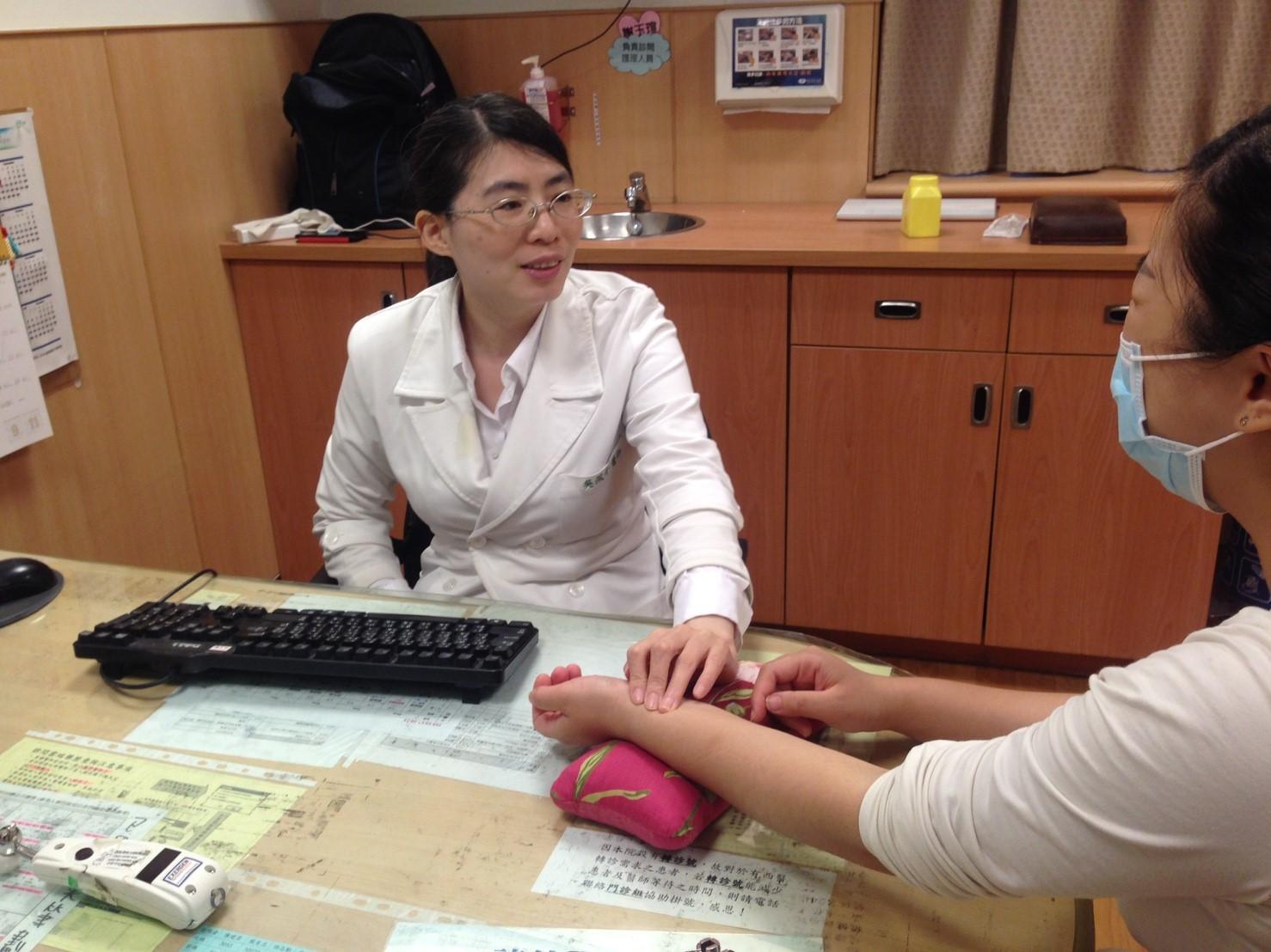 中醫師吳佩青表示,針對過敏性鼻炎,會針對不同體質給予不同的藥物治療。攝影/高凡淳