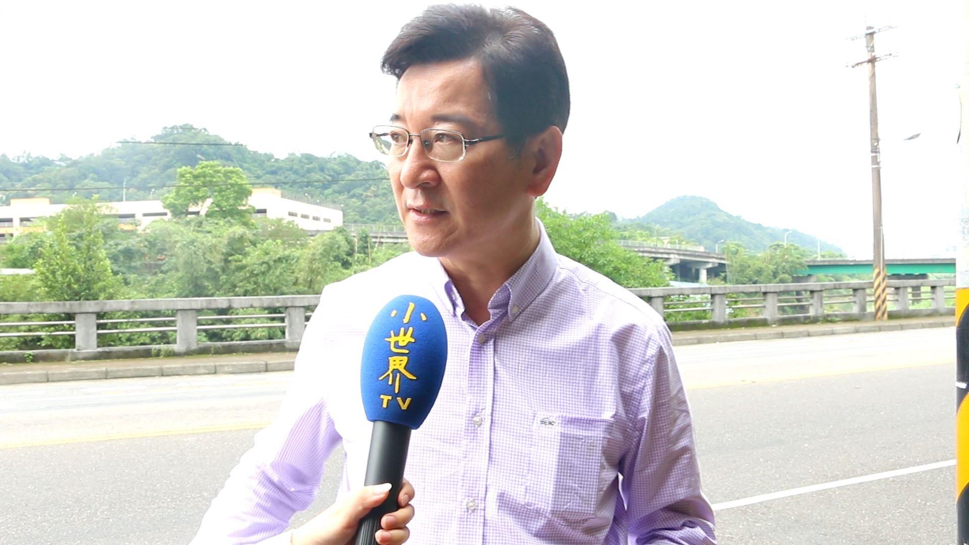 李慶元表示知道當大客車停放此地時會對等車民眾造成影響。攝影/劉蕙瑀