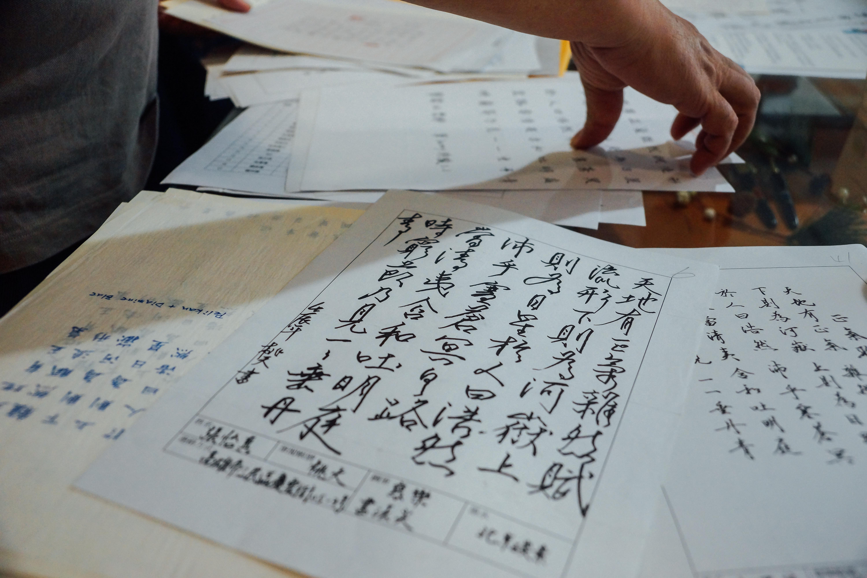 李台營分享練字同好的手寫作品。 攝影/潘姿穎