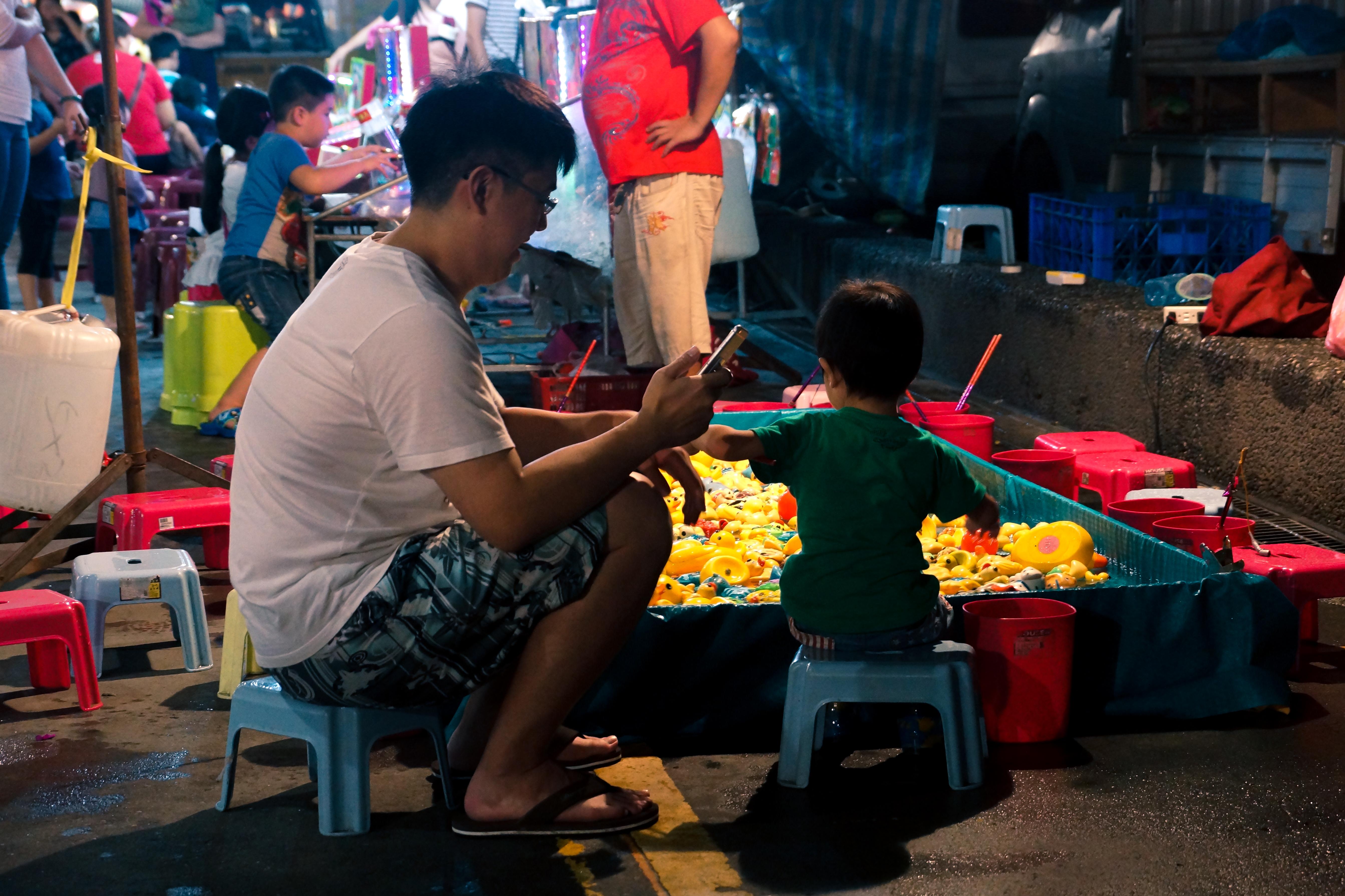 星光夜市攤位多樣,也有各種不同遊戲性質的攤位。攝影/潘姿穎