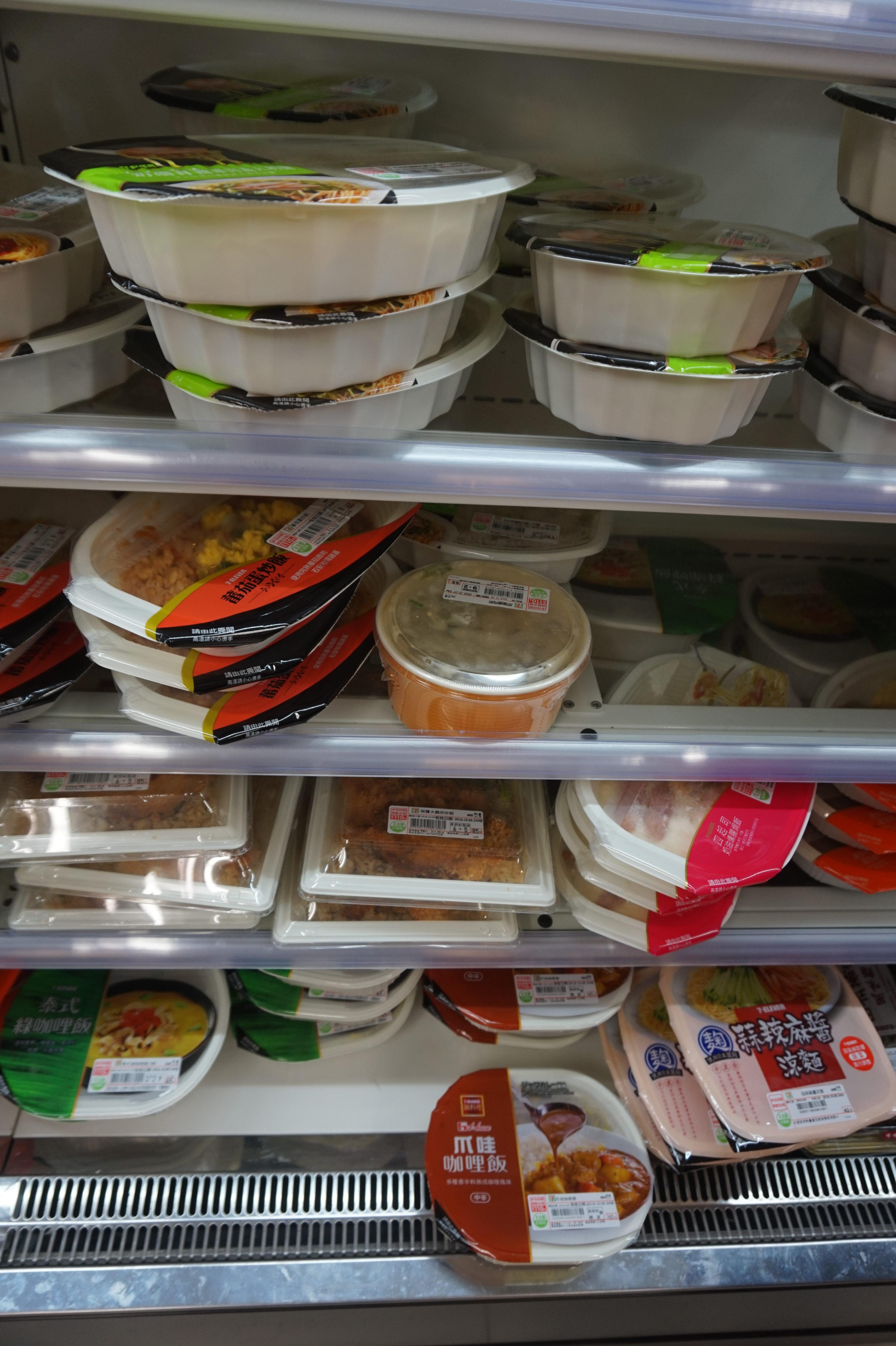 超商微波食品選擇多樣化。 攝影/李玟逸