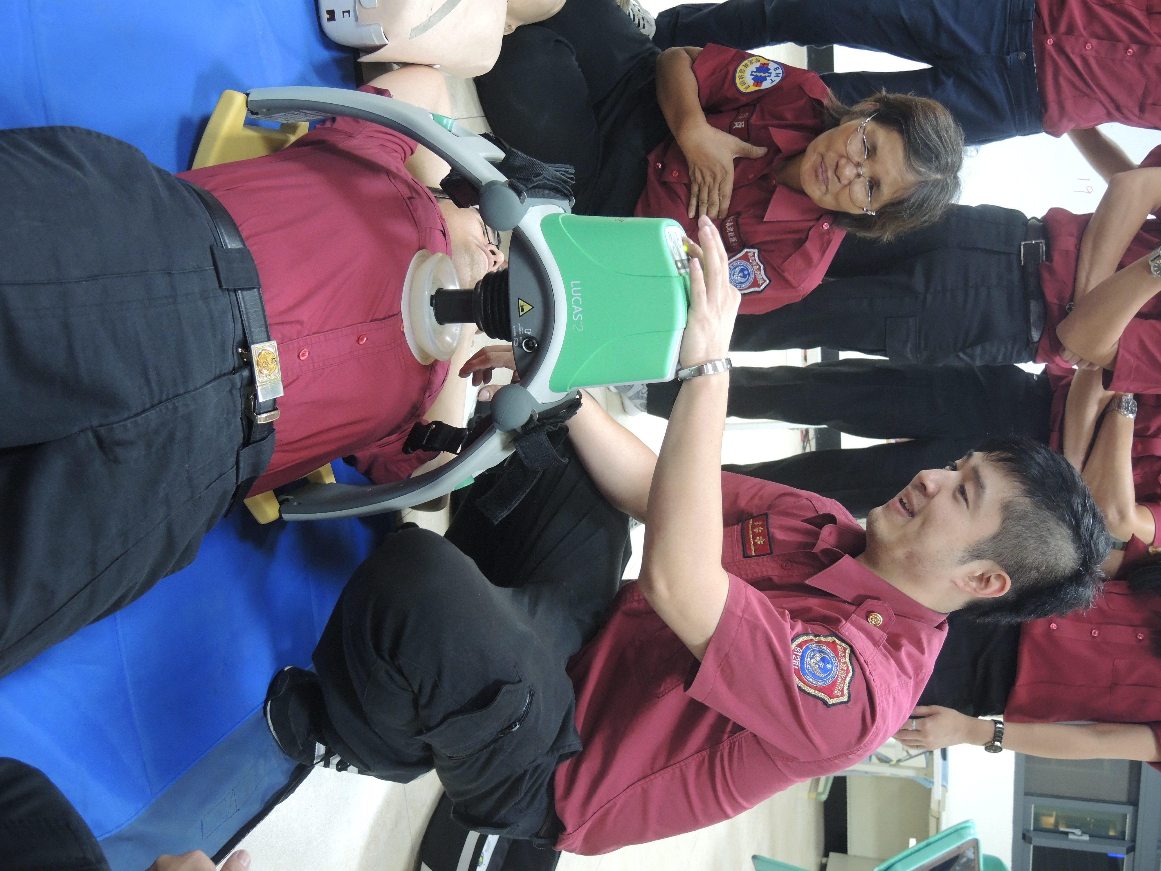自動心肺復甦器可單人執行,操作簡易。攝影/祝敏婷