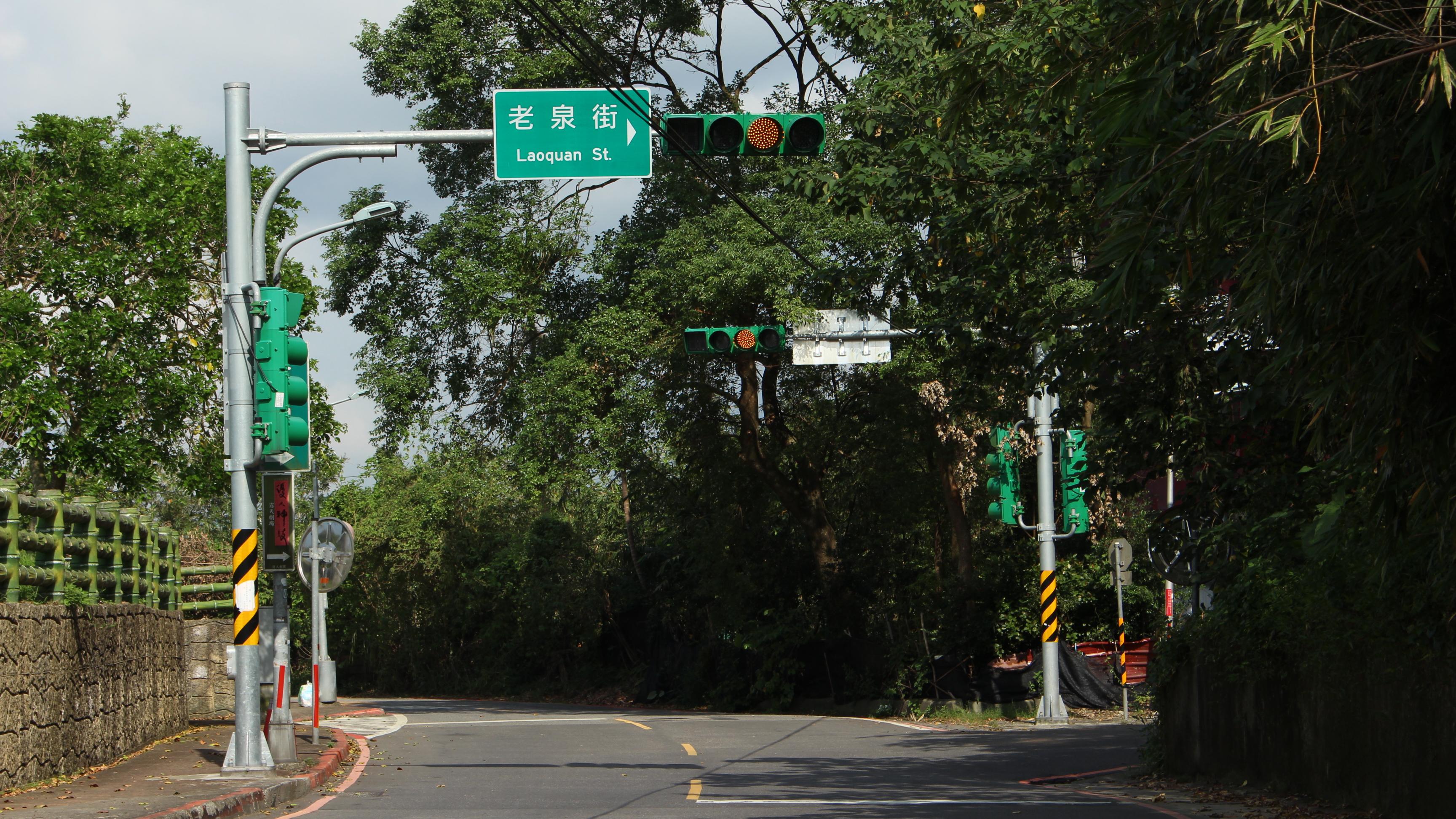 增設新路標前,老泉里僅有老泉街、老泉街26巷及老泉街45巷三條主要道路的指示。