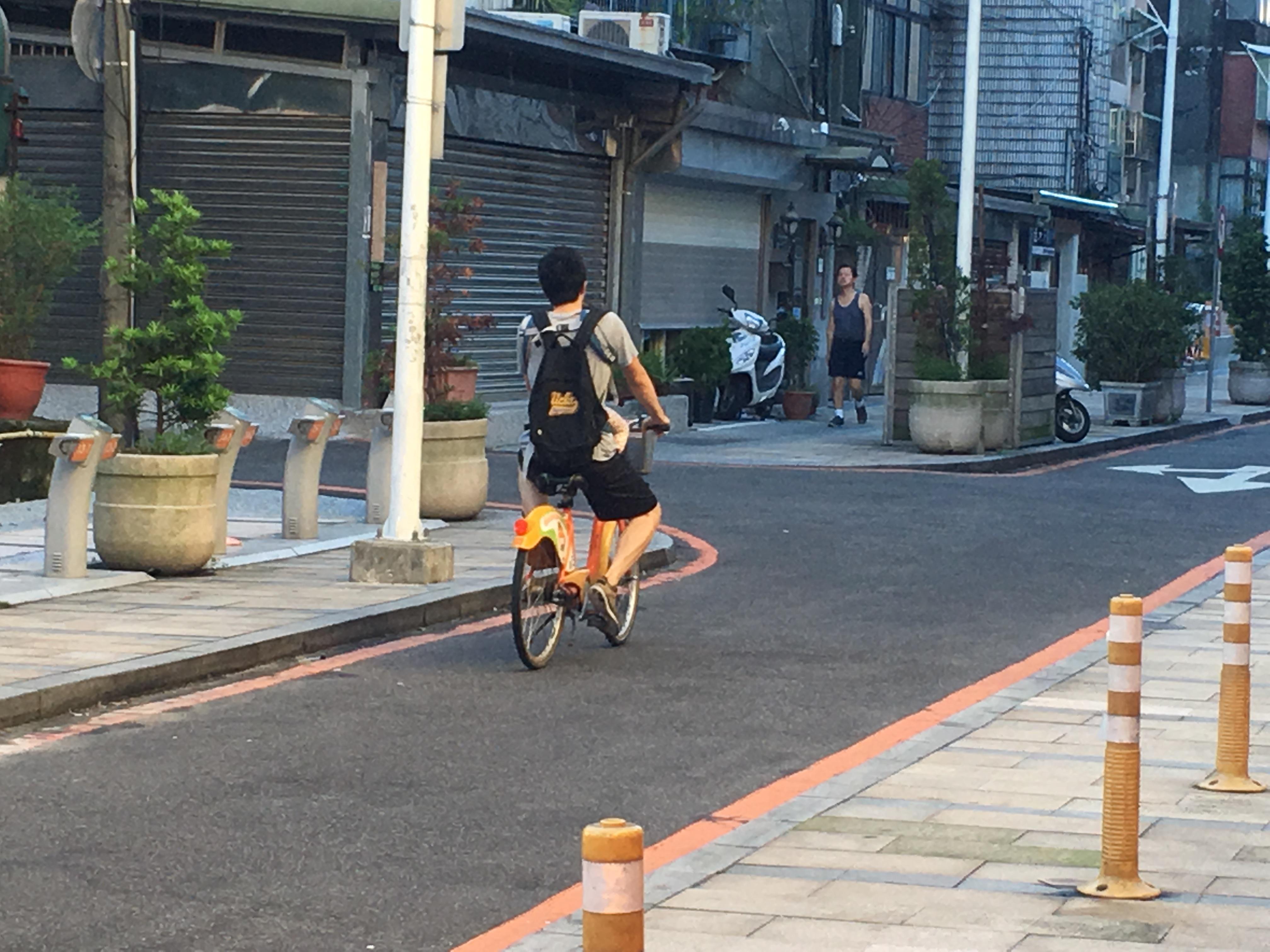 公共自行車的用路安全,已是雙北市府不容忽視的議題。攝影/謝孟儒