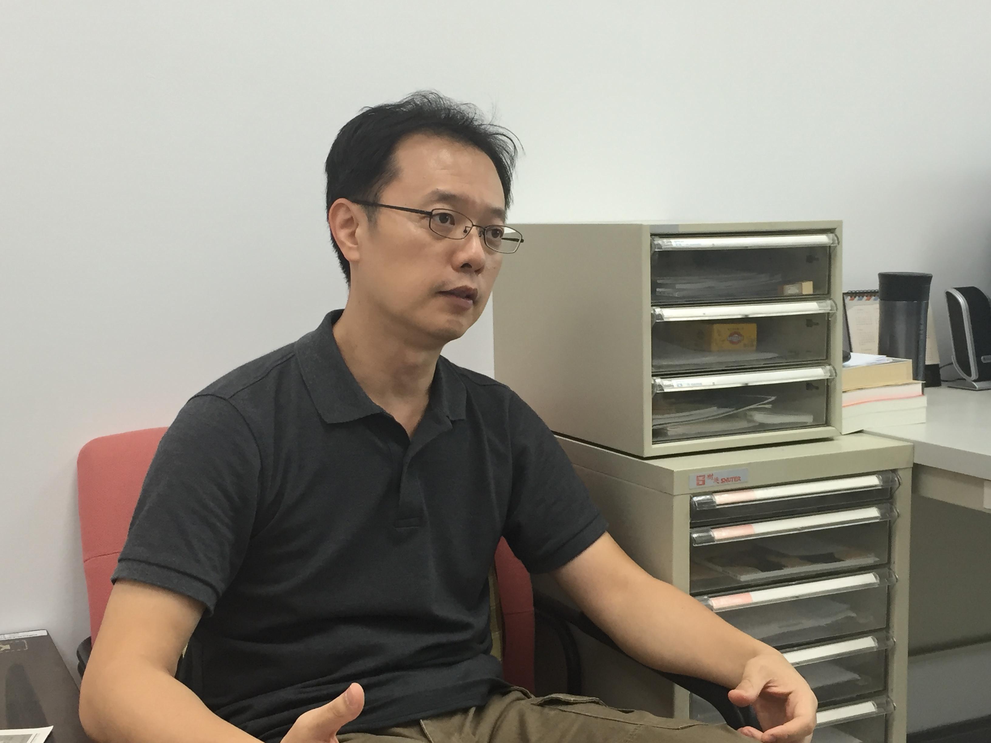 東吳大學英文學系歐冠宇老師對智能翻譯系統發表看法。攝影/陳冠宏