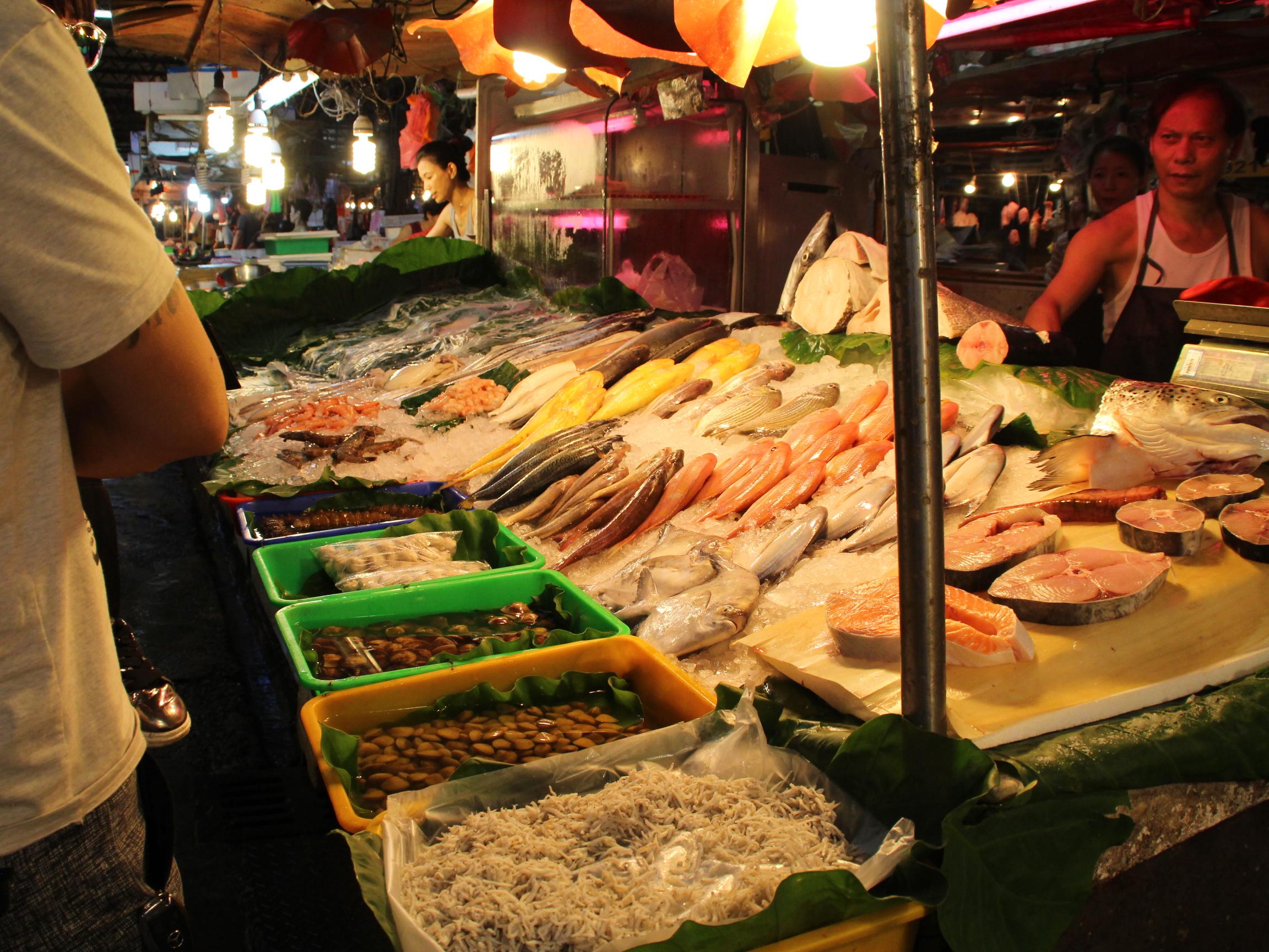 傳統市場食材新鮮,多當日採收及宰殺。 攝影/林冠宇
