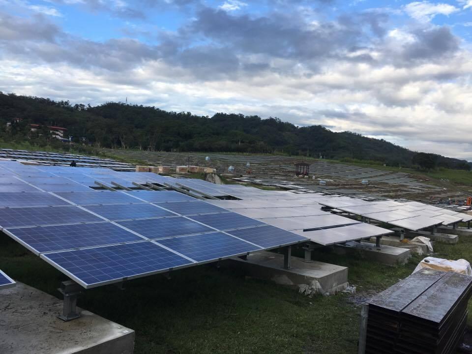 台北市首座地面型太陽能發電站位於福德坑。攝影/劉蕙瑀