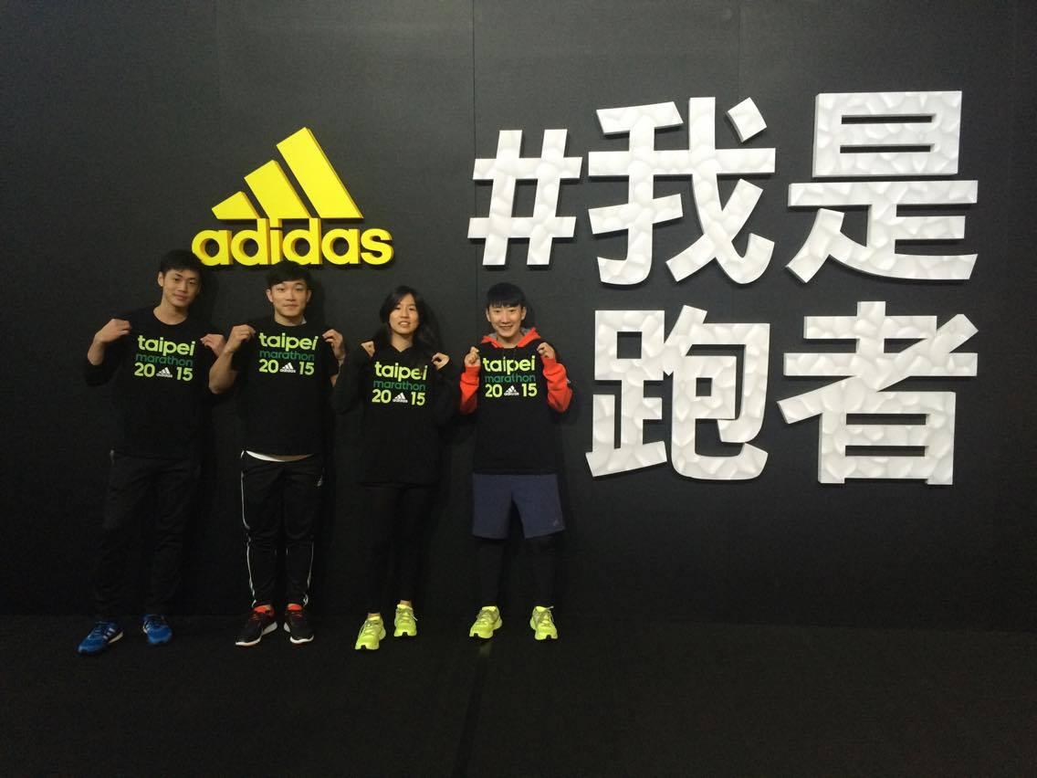 愛迪達贊助商running expo長跑顧問工作人員合影。圖片提供/姚涵