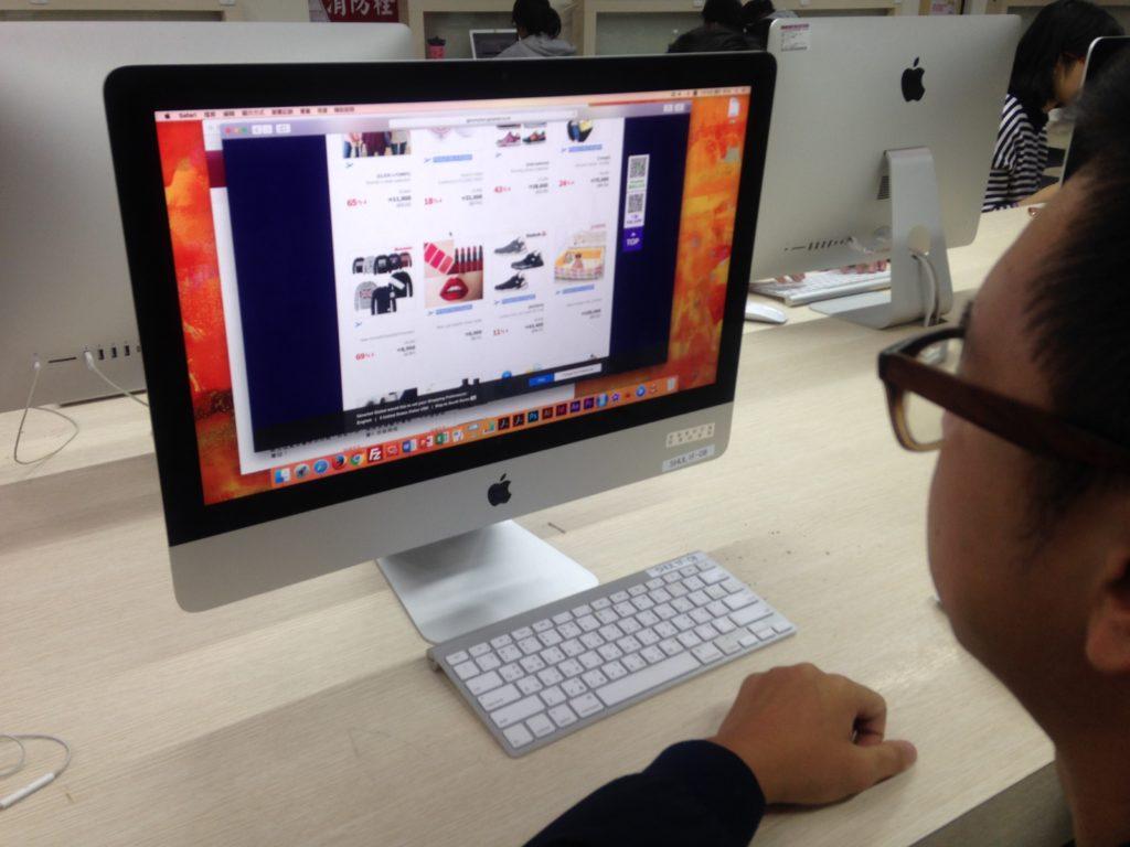 代購通常以網路作為交易平台,是網路購物的一種。攝影/許哲瑗