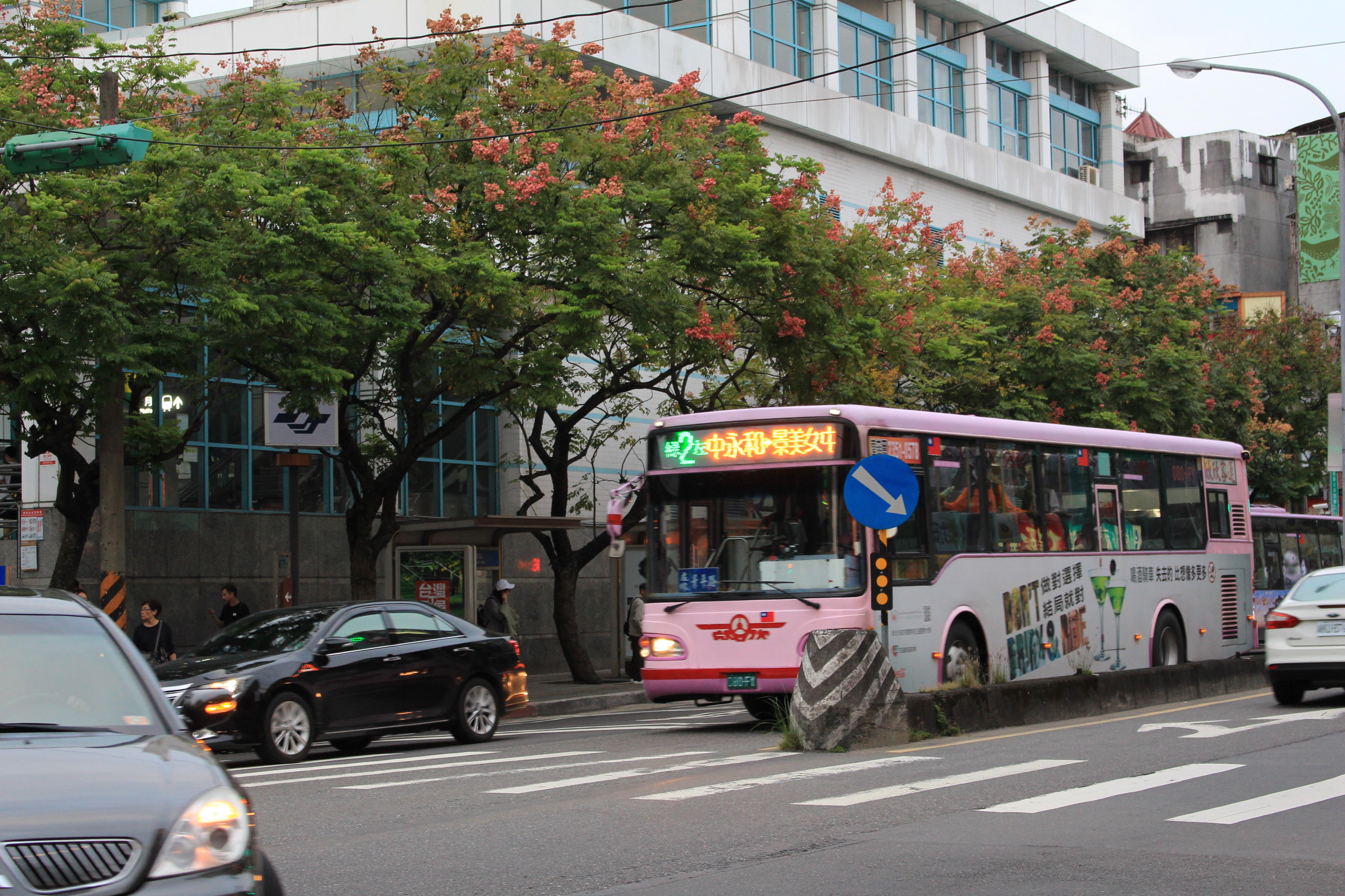 捷運萬芳醫院站為綠2上下車人數多的大站。攝影/陳心亭