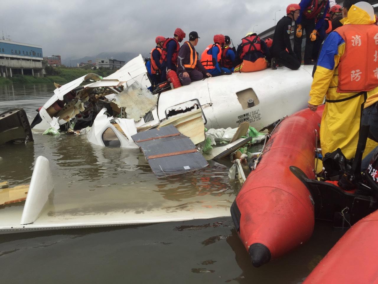 復興航空空難發生時,救生隊員也前往救災。(圖片來源/新店義消救生分隊)