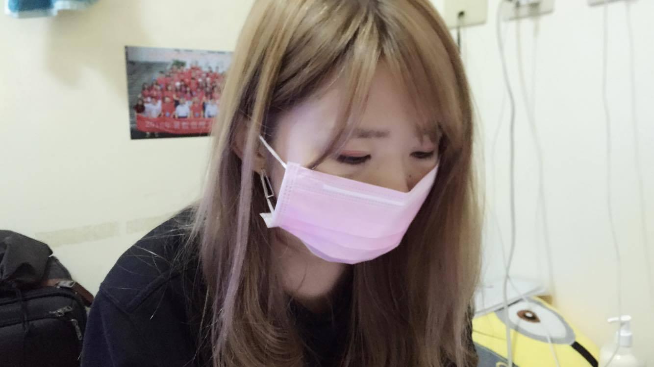 """戴口罩可以減低流感經由飛沫傳染的機會""""攝影/羅思霓)"""
