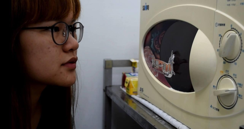 使用微波爐應保持安全距離,以防重要器官的細胞遭破壞。攝影/邱曉昱