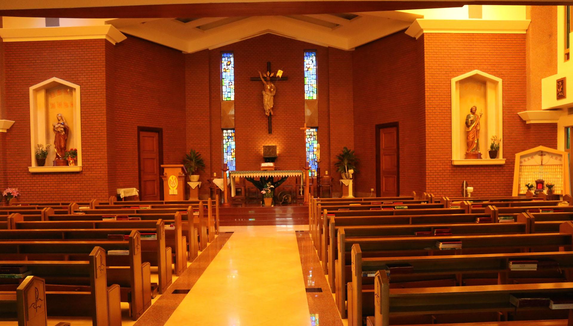 社區大學內除了教室空間外,裡面設有大教堂,提供信徒使用。攝影/陳沛婍