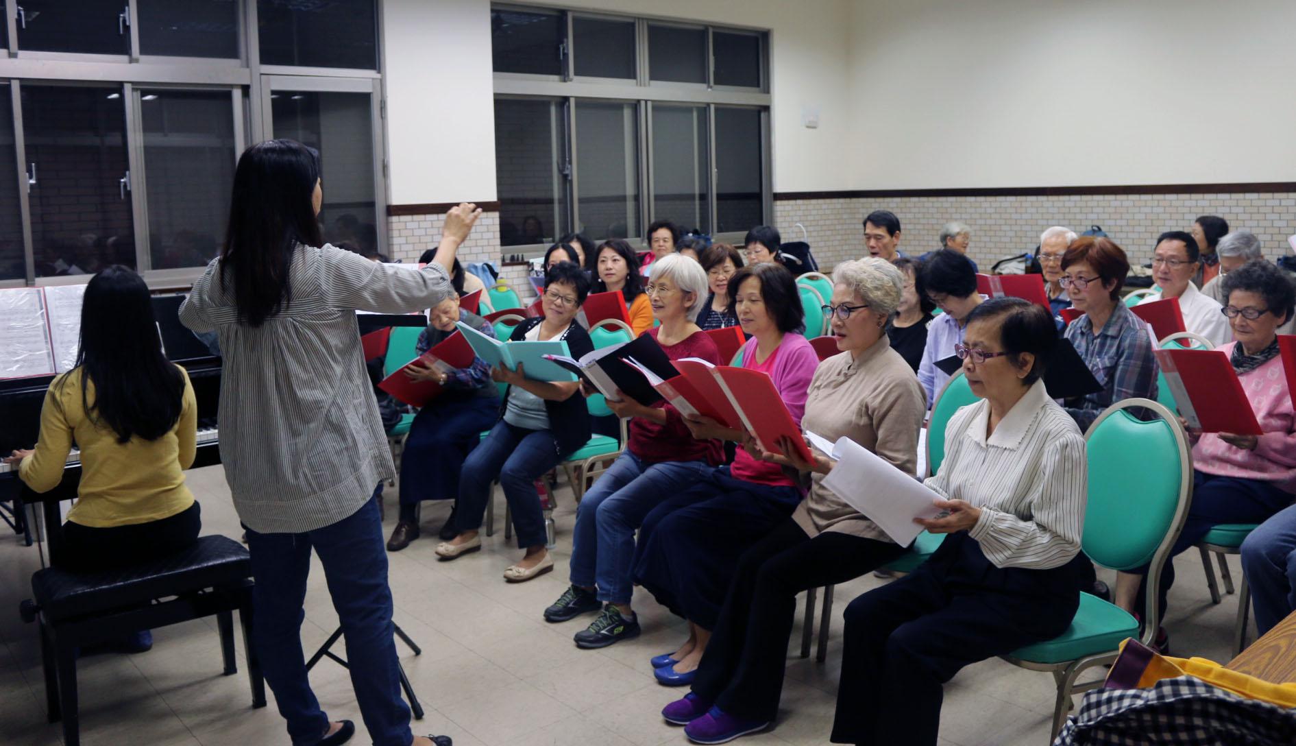 合唱課深受喜愛,外聘專業老師給予授課。攝影/劉建佑
