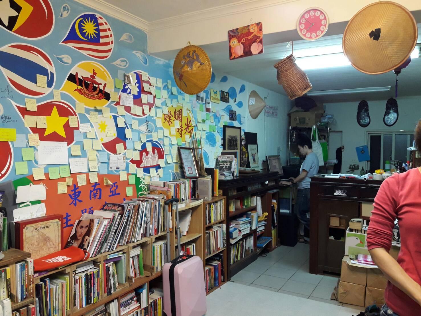 燦爛時光東南亞主題書店,店裡幾乎每天都會舉辦多元文化活動。攝影/黃晴