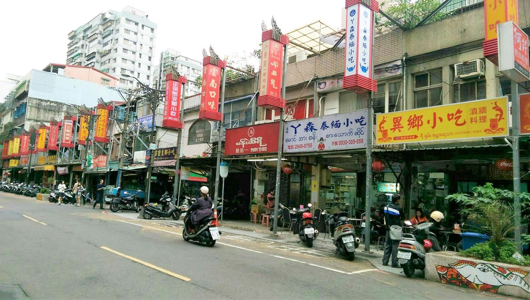 台灣現今社會的街道上,東南亞小吃店林立。攝影/黃馨毅