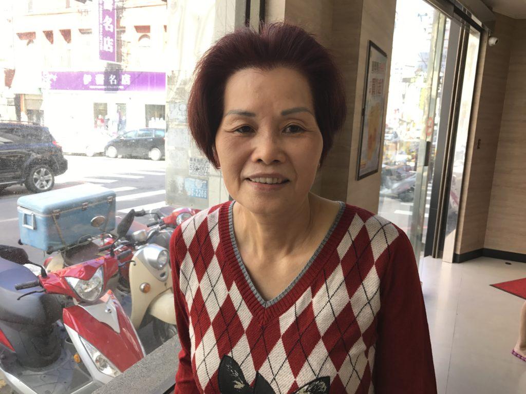 將秋嬉從民國85年開始從事寄養服務,如今,她已經成了57個孩子的媽媽。攝影/許哲瑗