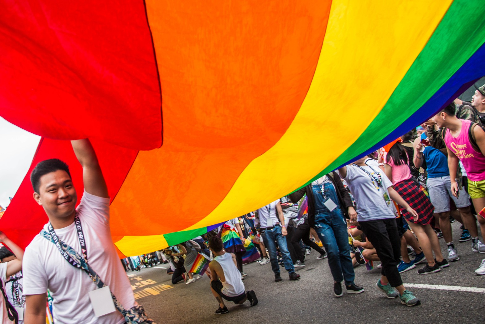 Taiwan 2016 LGBT Pride Parade began with a huge rainbow flag.Photo/Hsieh, Pei-yu(謝珮瑜)