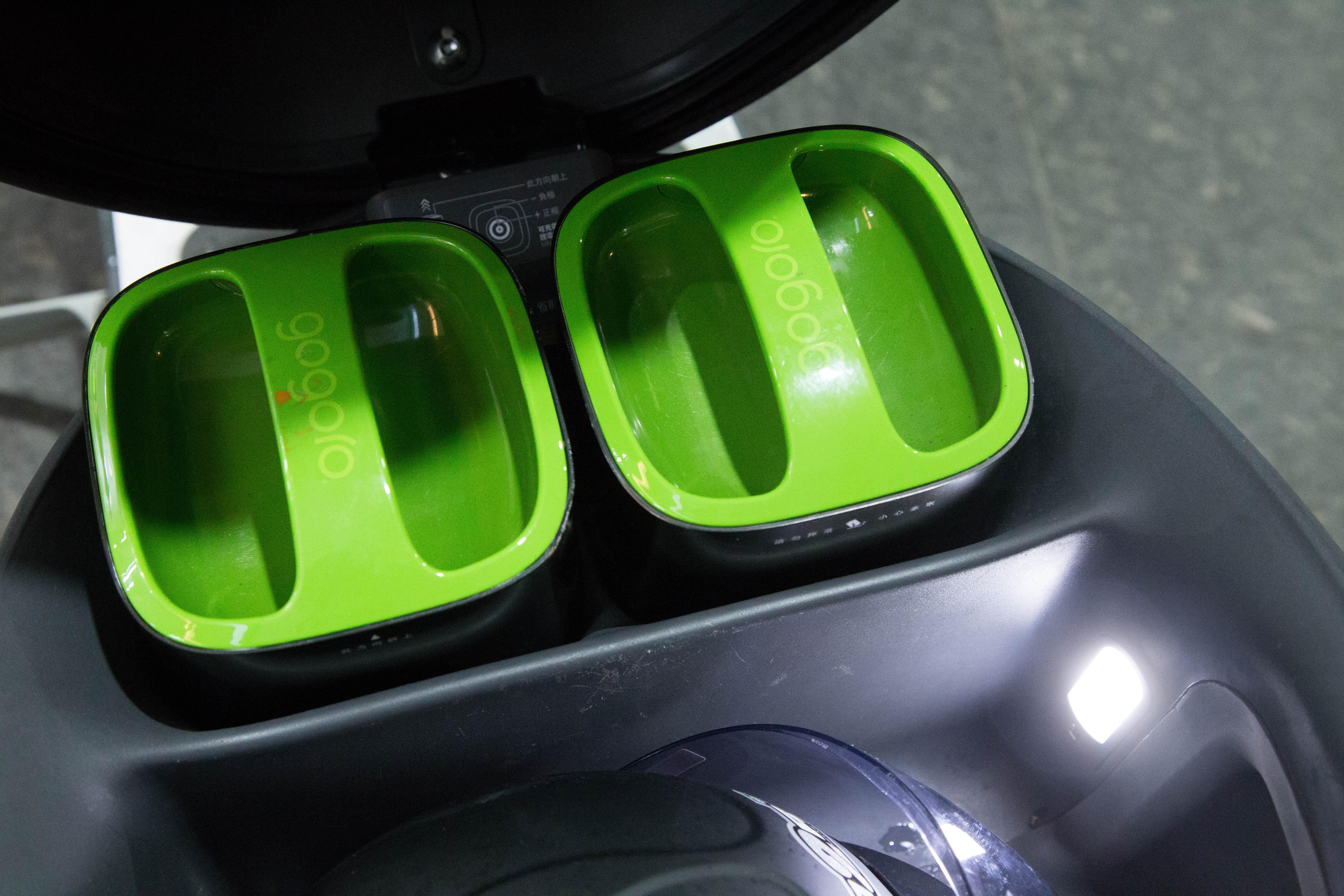 Gogoro一台電動機車配備兩顆電池,每顆電池的續航能力大概可以達到70公里 攝影/胡皓宸