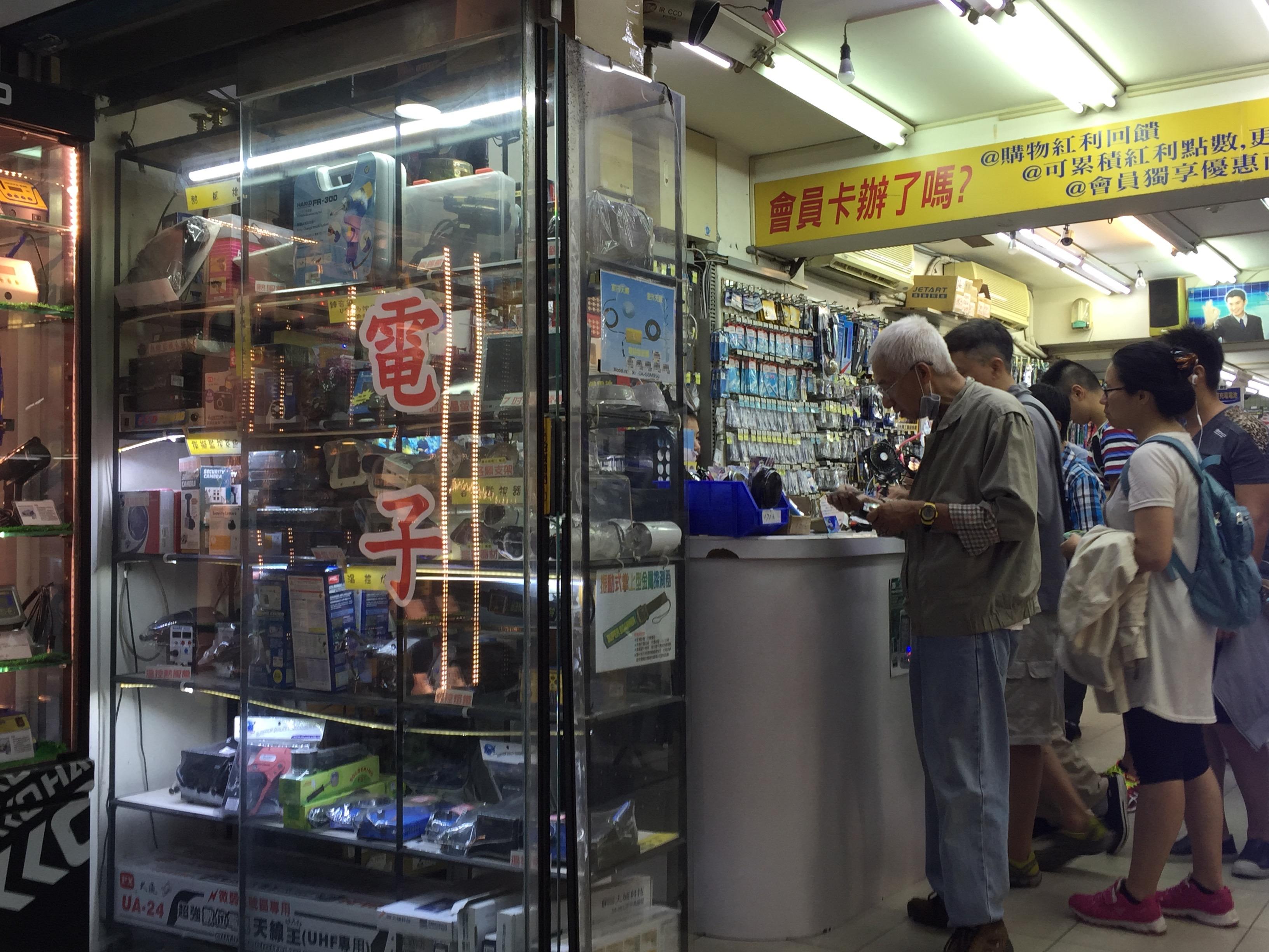 位於中正區的光華商場,是購買電子產品的好去處。攝影/張子怡