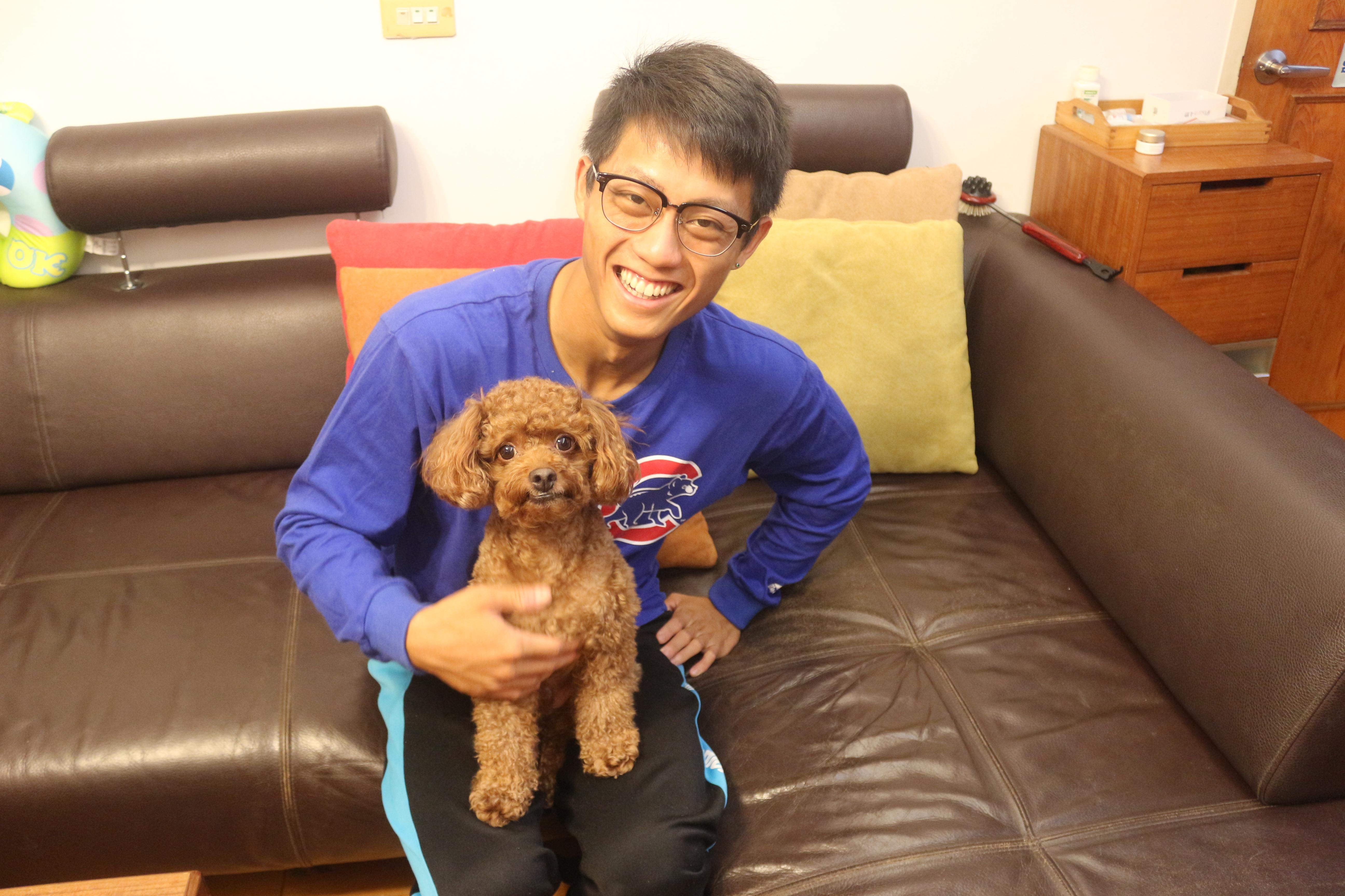 寵物鮮食專家詹子宜與其寵物狗樂樂。 攝影/吳冠輝