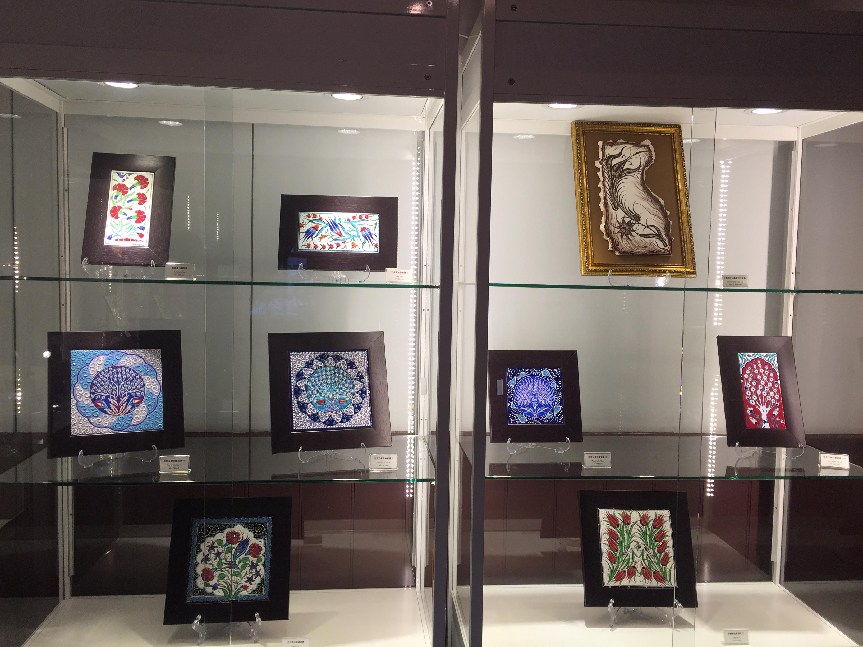 展場內多元的陶瓷展品。 攝影/林銘翰