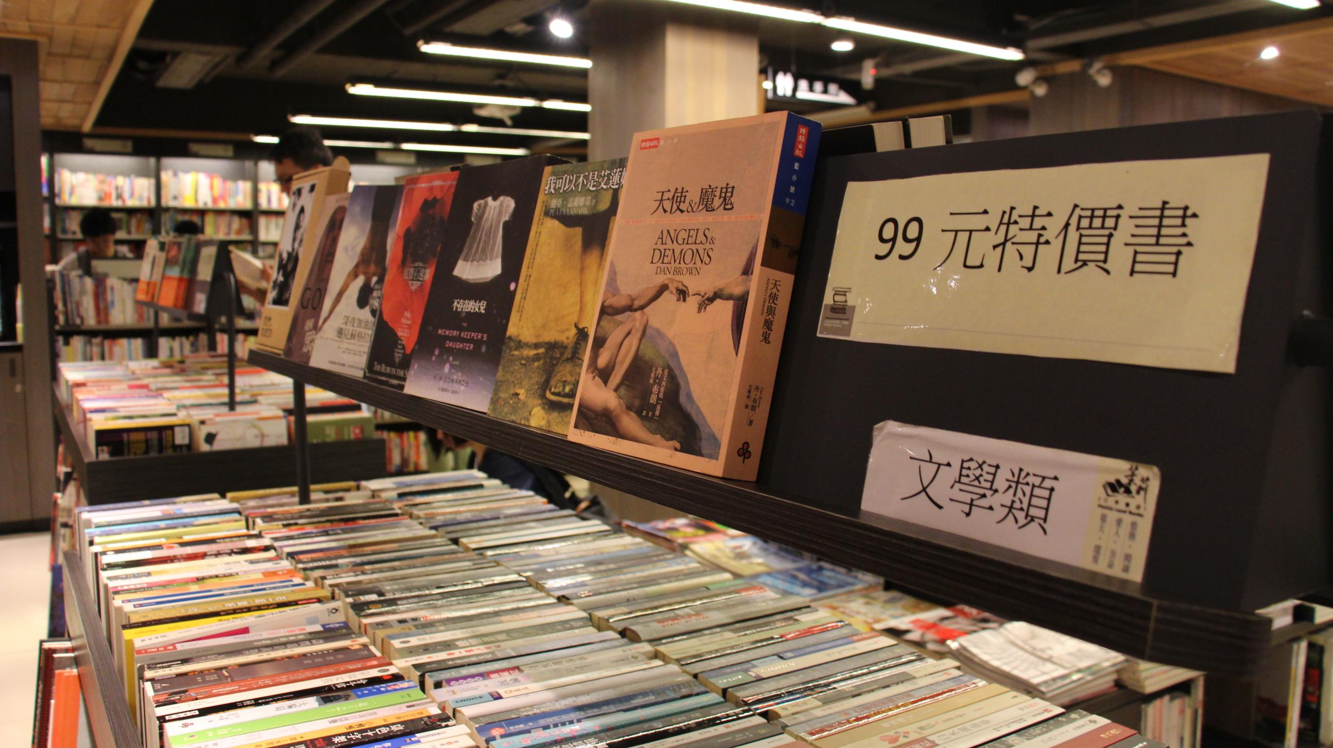 二手書店向民眾收購不需要的書籍,再以相當便宜的間隔販售,是其最大的優勢。攝影/張子怡