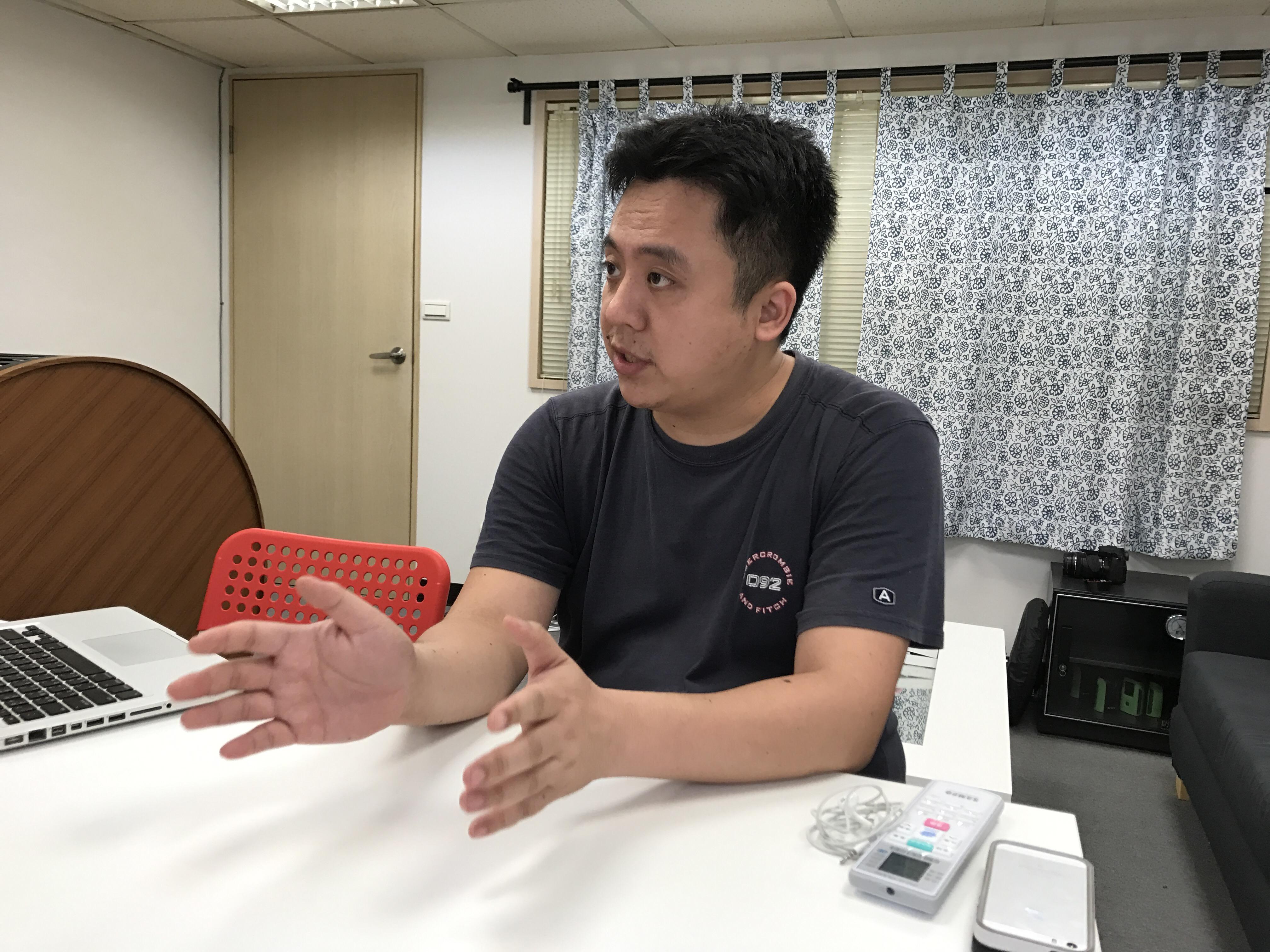 培養多位youtube網紅的世新大學廣電系教授謝孟儒說明台灣網紅現況。攝影/陳家柔