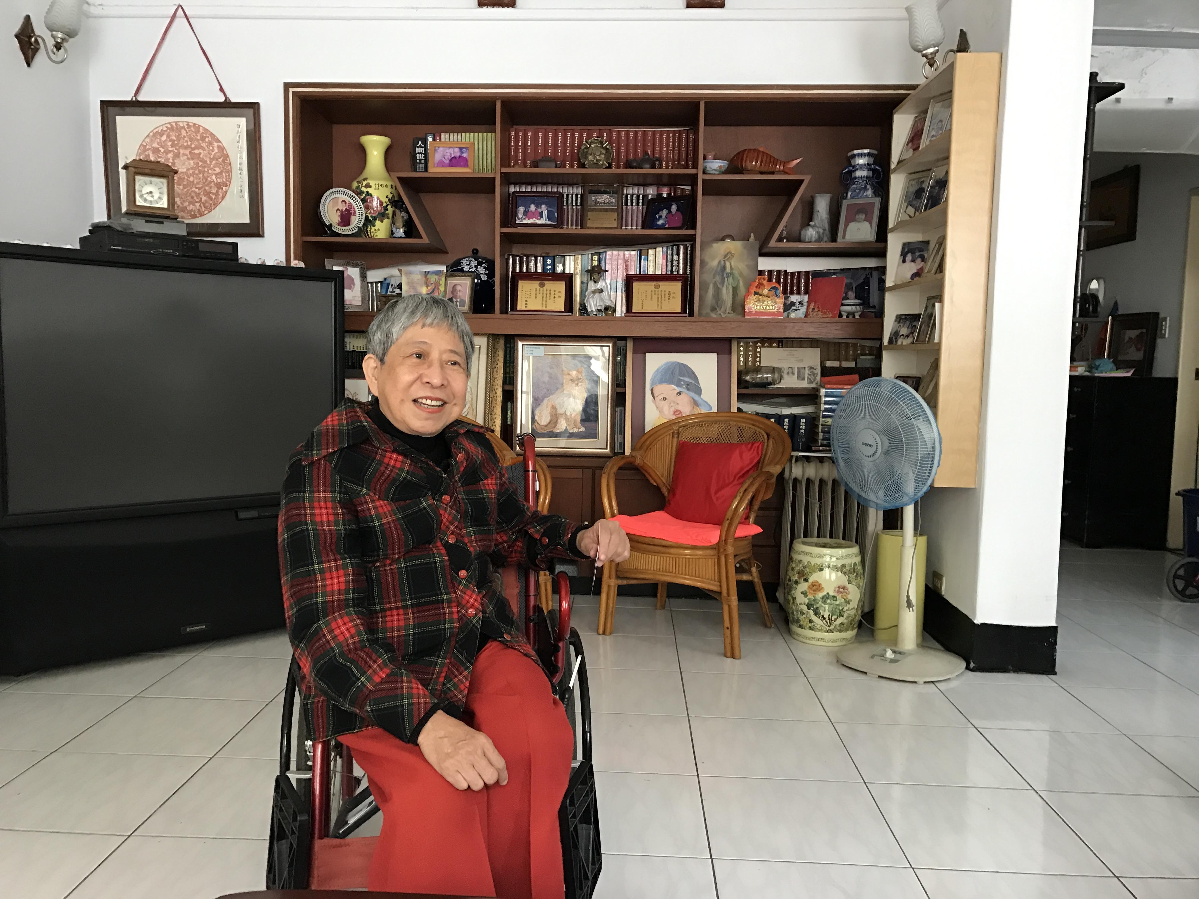 獨居老人宗奶奶對愛心天使站的服務讚不絕口。攝影/沈鈺琪