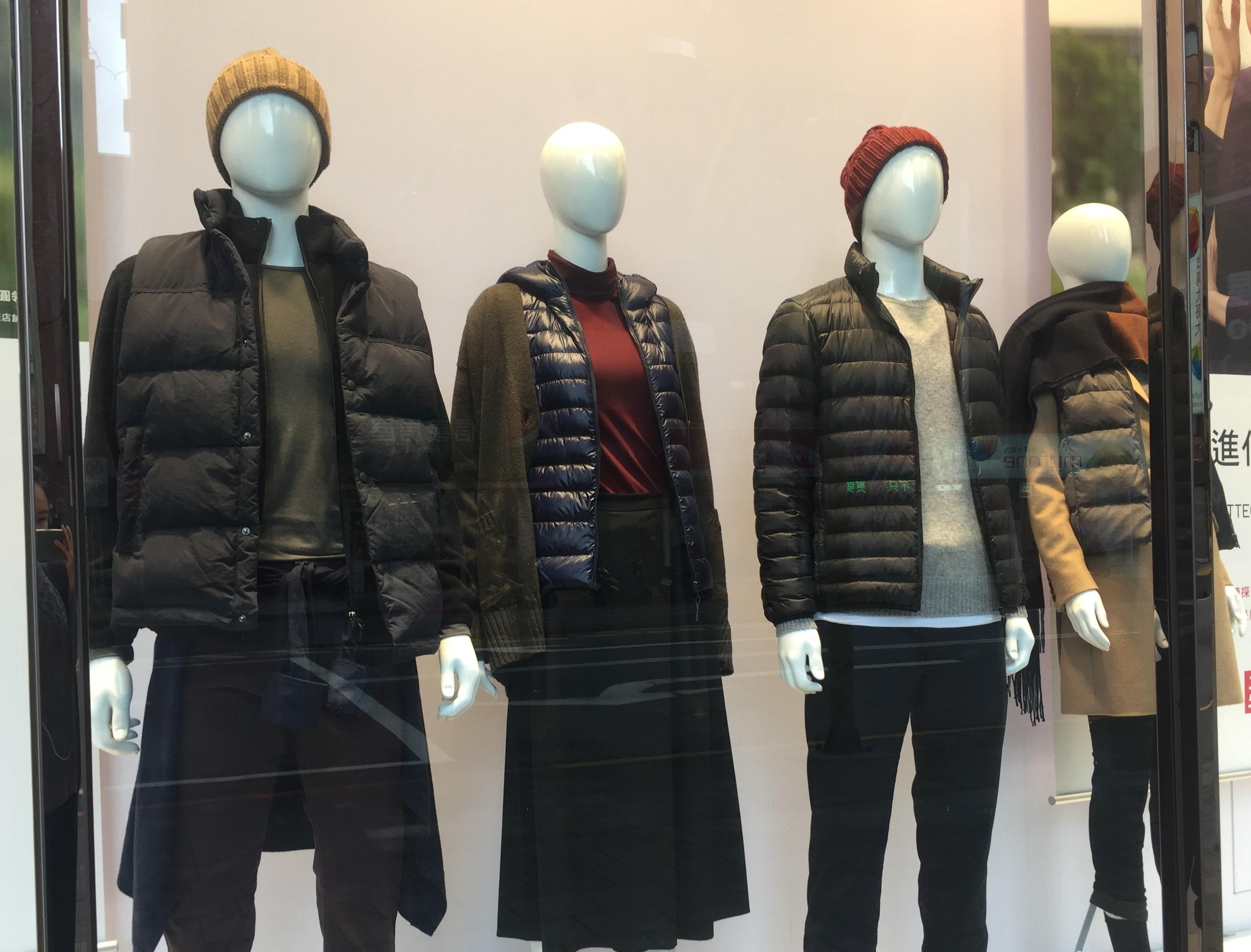 醫師建議增添保暖衣物。攝影/謝明晏。