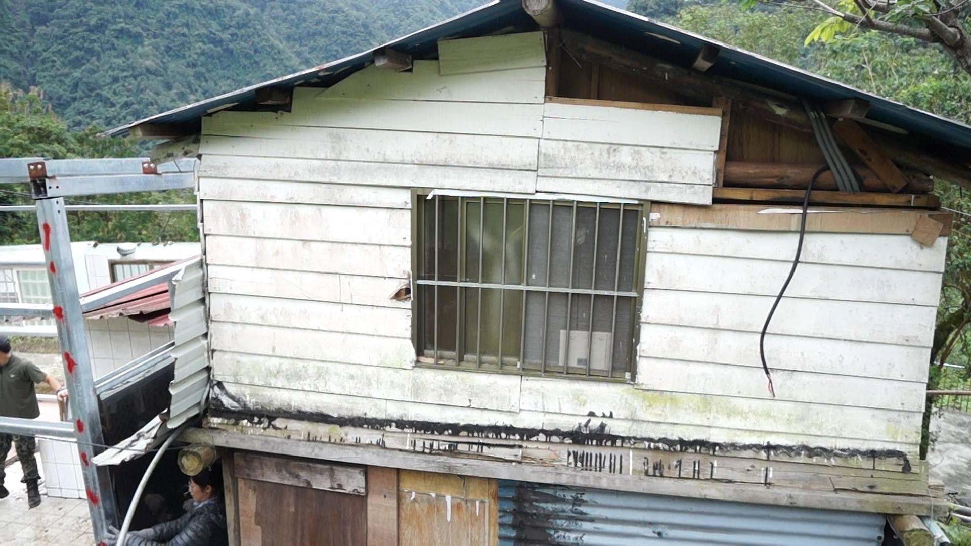 白媽媽一家目前居住在簡陋的小木屋。攝影/劉羽恒。