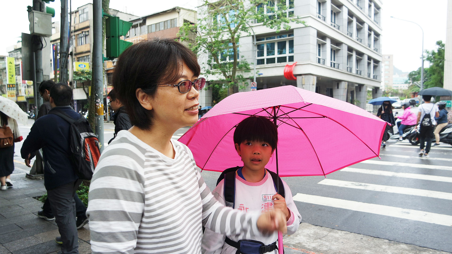 家長王慧晶對孩童視力相關法案通過發表看法。攝影/劉品彣