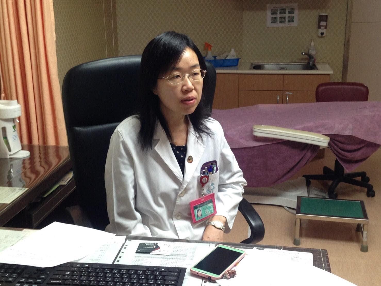 皮膚科主任王佳珍說道,發作持續六周以上為慢性蕁麻疹,造成的原因可能是因為壓力和情緒因素。攝影/高凡淳