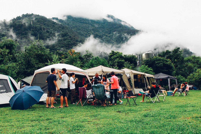 民眾表示,在山上露營大家會收起手機,更專注在彼此的互動,不僅不會無聊,反而增進家人間的感情。攝影/潘姿穎