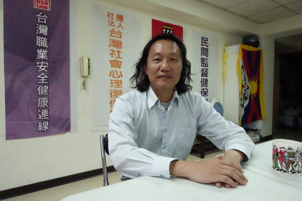 Chang Feng-yi (張烽益), the Executive director of Taiwan Labor and Social Policy Research Association(台灣勞動與社會政策研究協會)/ Lan Ting(藍婷)