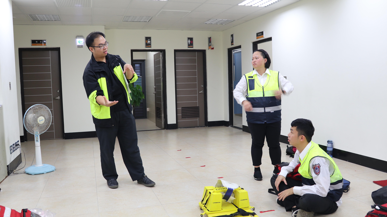 圖為參賽員救護評核前的訓練過程。攝影/戴葳