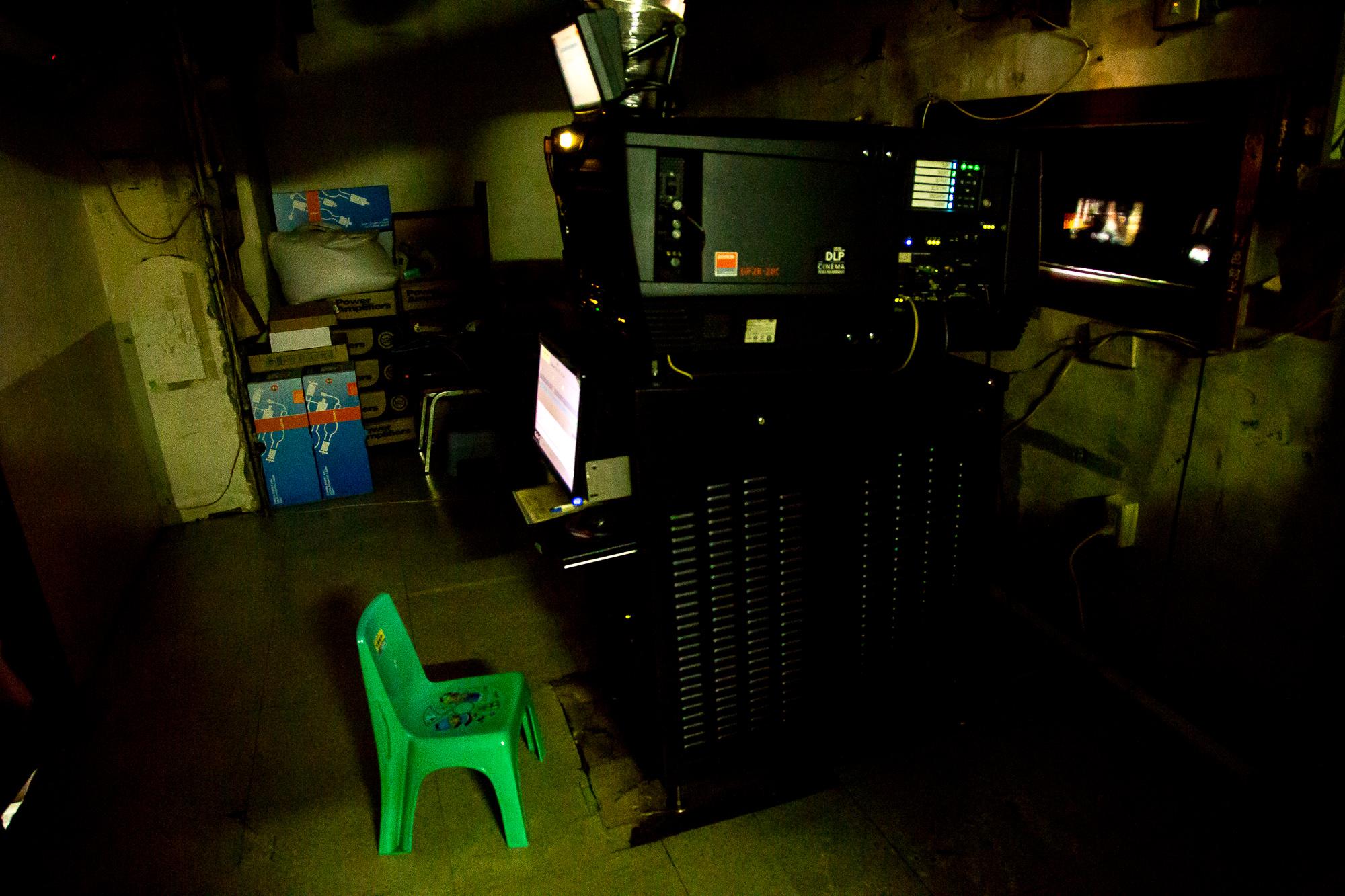 二輪電影院的設備雖然不及首輪影院的優良,但是也使用了最新的放映裝置,保證了一定的觀影體驗 攝影/胡皓宸