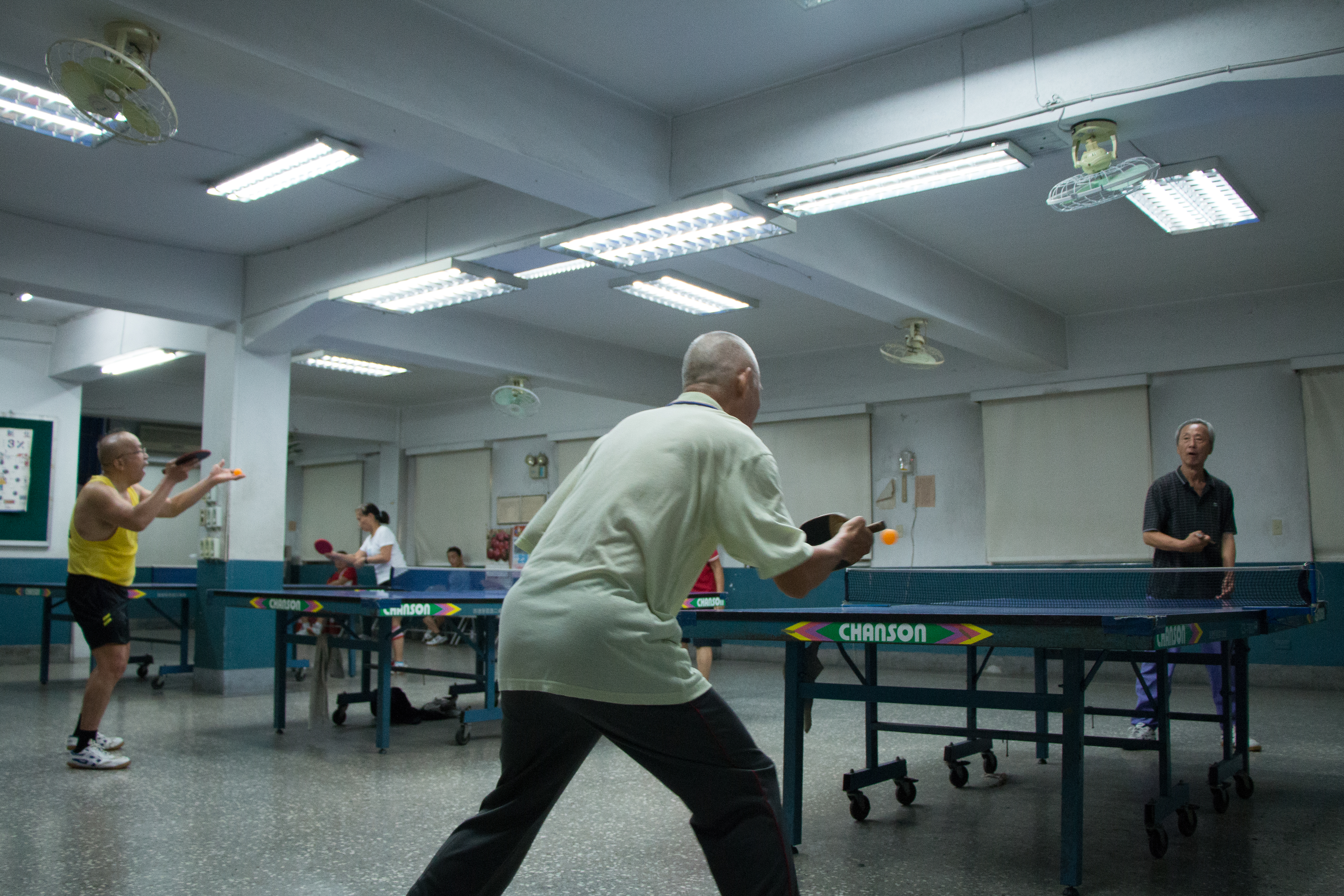 百忍里桌球隊成立二十餘年,除平時休閒外,參加比賽更是獲獎無數。攝影/李振均